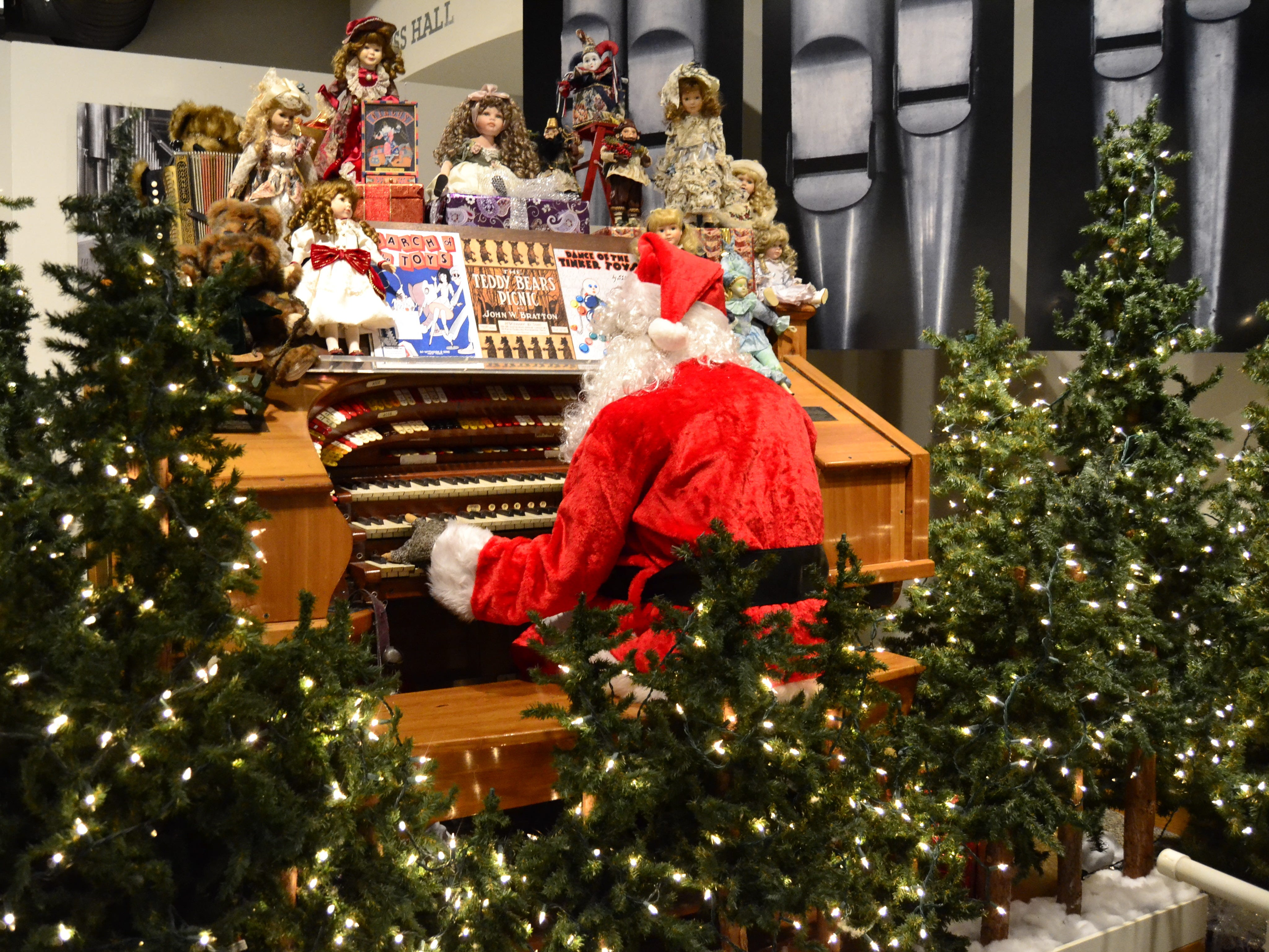 Santa Claus plays the organ in an exhibit Sunday at the Roberson Museum and Science Center in 2015.