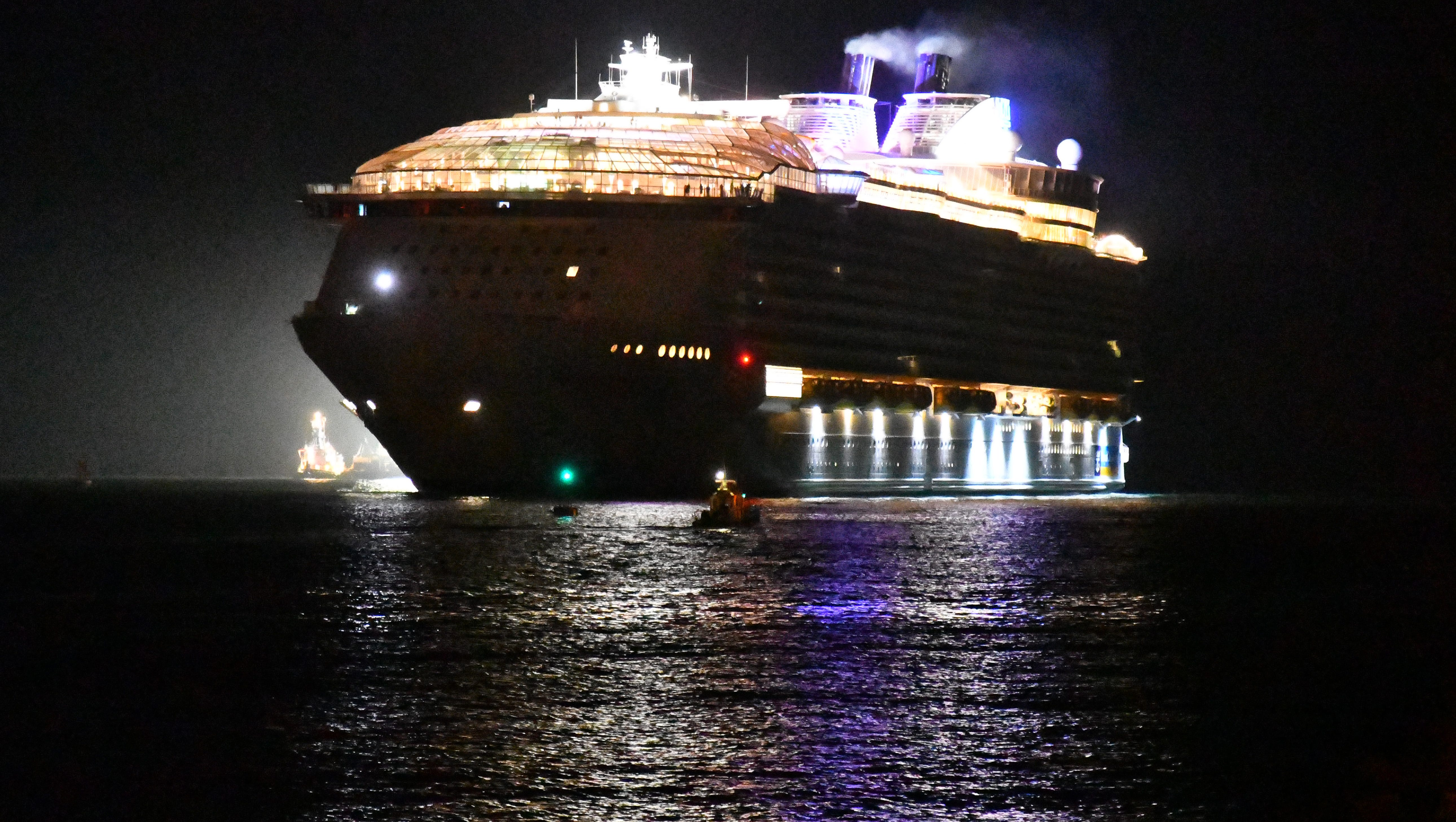 Symphony Of The Seas First Photos As Giant Royal