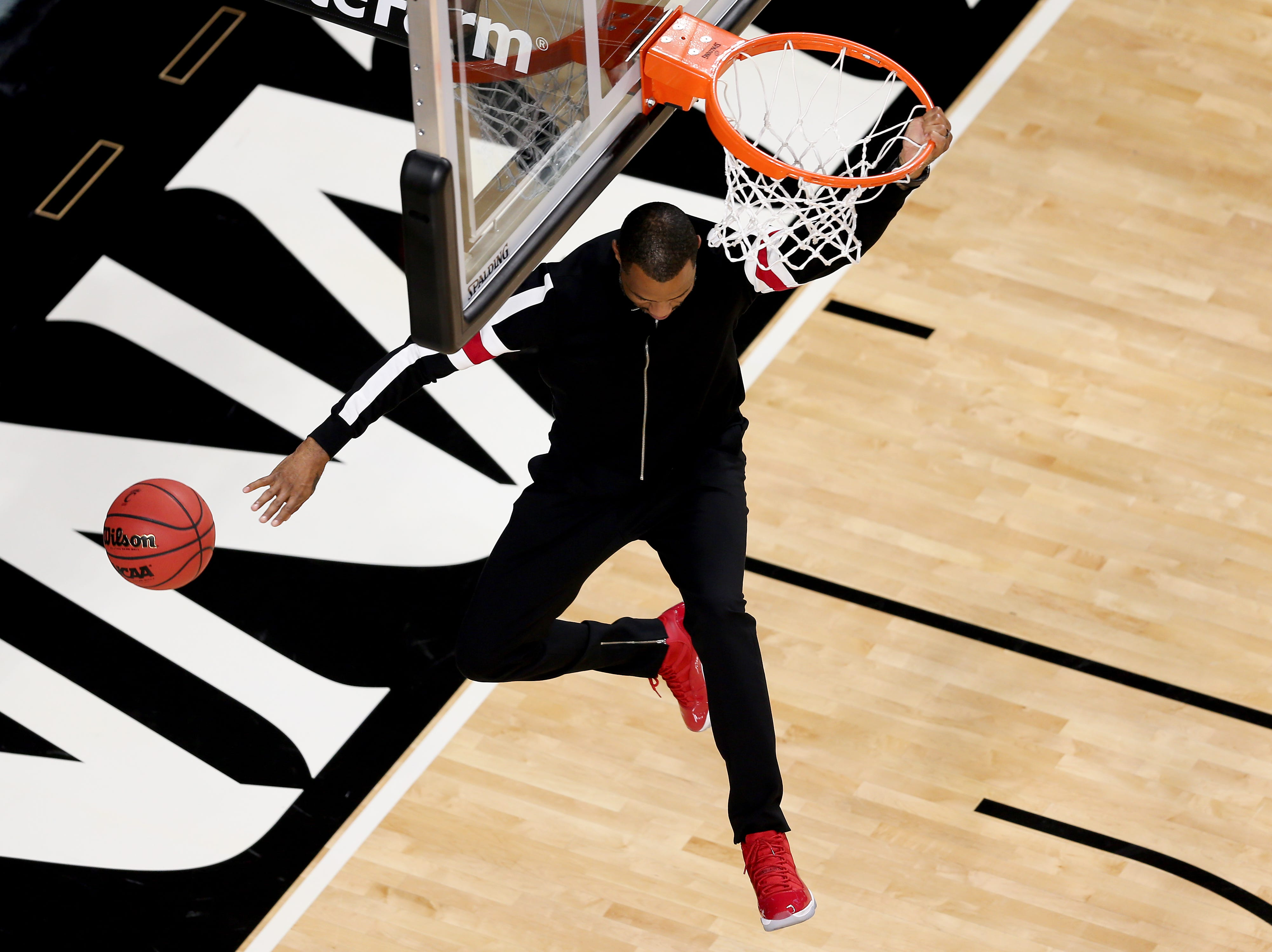 Cincinnati Bearcats basketball great Kenyon Martin dunks the ball during pregame festivities before college basketball game between the Ohio State Buckeyes and the Cincinnati Bearcats, Wednesday, Nov. 7, 2018, at Fifth Third Arena in Cincinnati.
