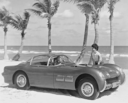 1954 Pontiac Bonneville Special.
