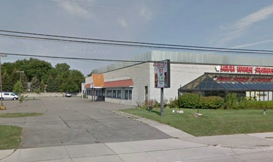 The location of a proposed mosque in Troy, Michigan, at 3565 Rochester Road. The location currently has a Japanese steakhouse and warehouse.
