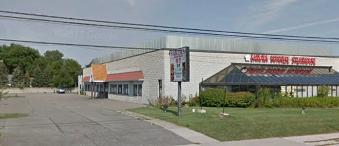 Proposed location of new mosque in Troy, Michigan, on Rochester Road, north of Big Beaver Rd.  Location currently has Japanese steakhouse and warehouse.