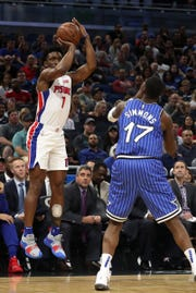 Detroit Pistons forward Stanley Johnson (7) shoots the ball over Orlando Magic forward Jonathon Simmons (17) during the first quarter at Amway Center on Wednesday, Nov. 7, 2018.
