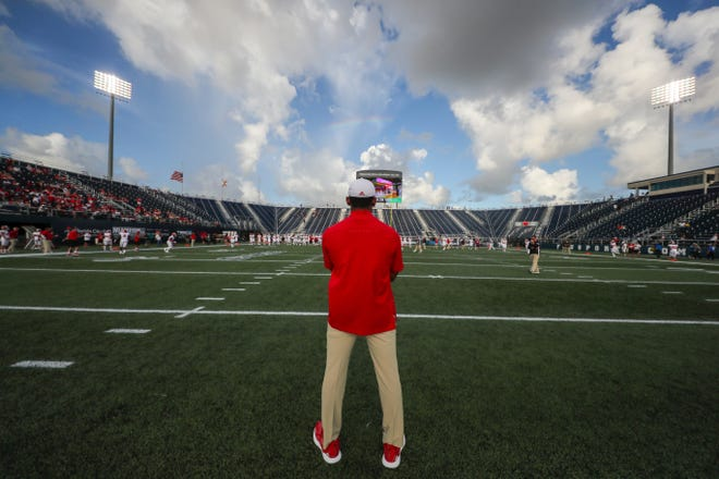 MIAMI, FL - SEPTEMBER 01, 2018 - Chaplain Vad Lee during the game against the FIU Panthers and the Indiana Hoosiers at Riccardo Silva Stadium in Miami, FL. Photo By Craig Bisacre/Indiana Athletics