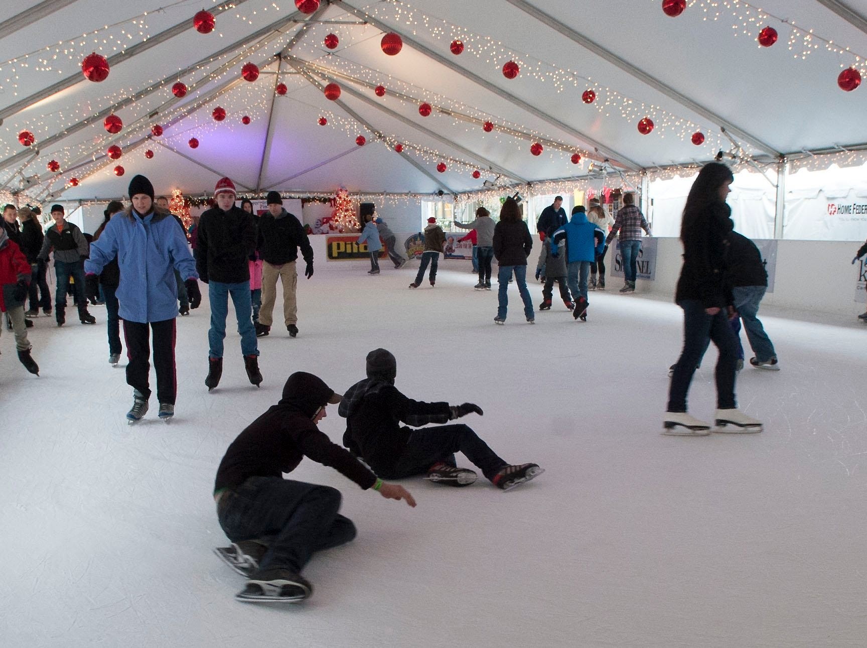 Knoxville's Holidays on Ice, is an outdoor ice skating rink on Market Square in downtown Knoxville.  Skaters can enjoy the ice under a tent with Christmas lights rain or shine.  The skating rink will be closed Christmas Day but will be open till January 5, 2014.
