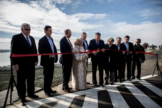 Governor John Kasich and other elected officials at a ribbon cutting ceremony commemorating the end of construction on the dam.