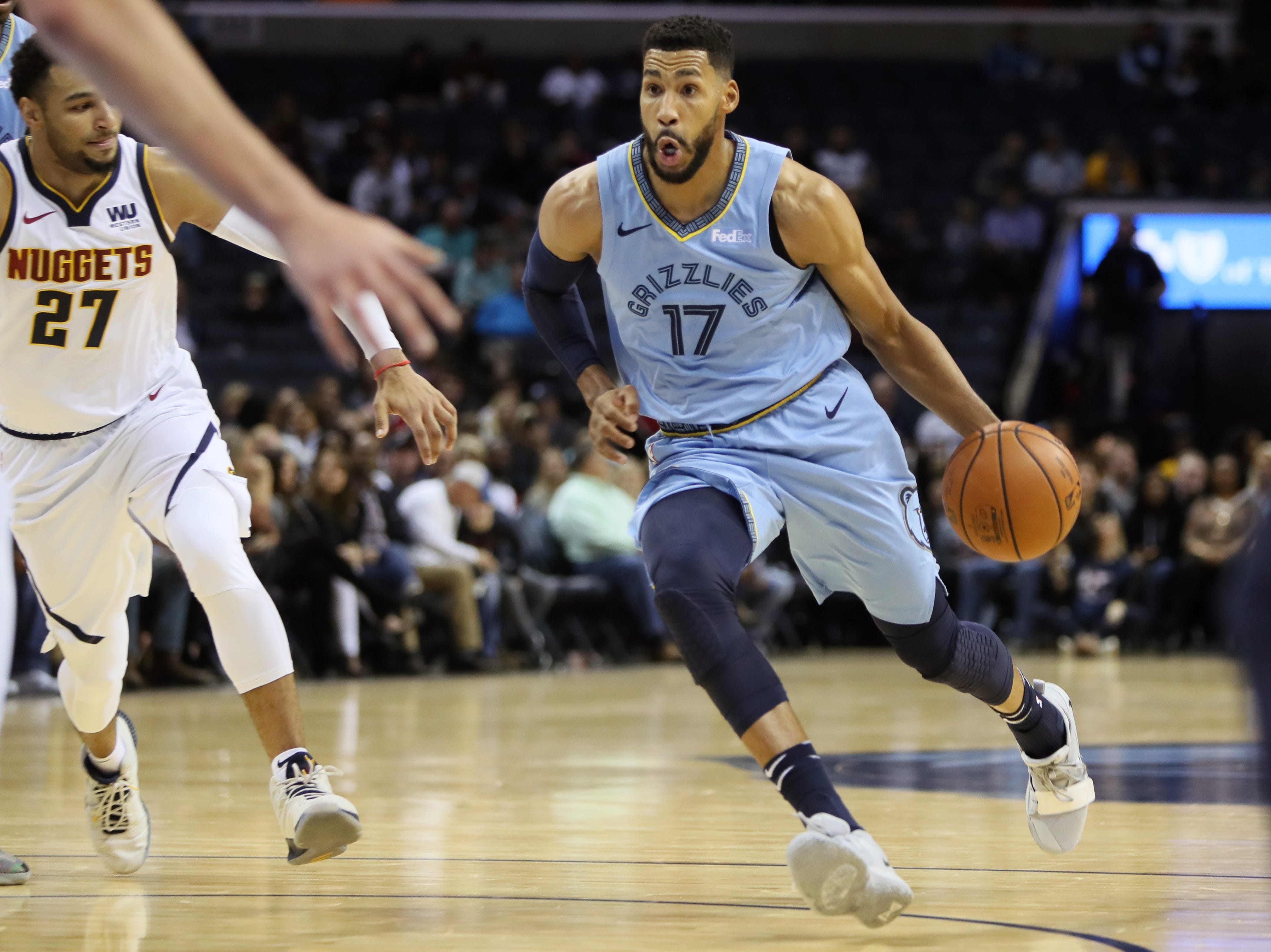 Memphis Grizzlies guard Garrett Temple drives into the lane against the Denver Nuggets during their game at the FedExForum on Wednesday, November 7, 2018.