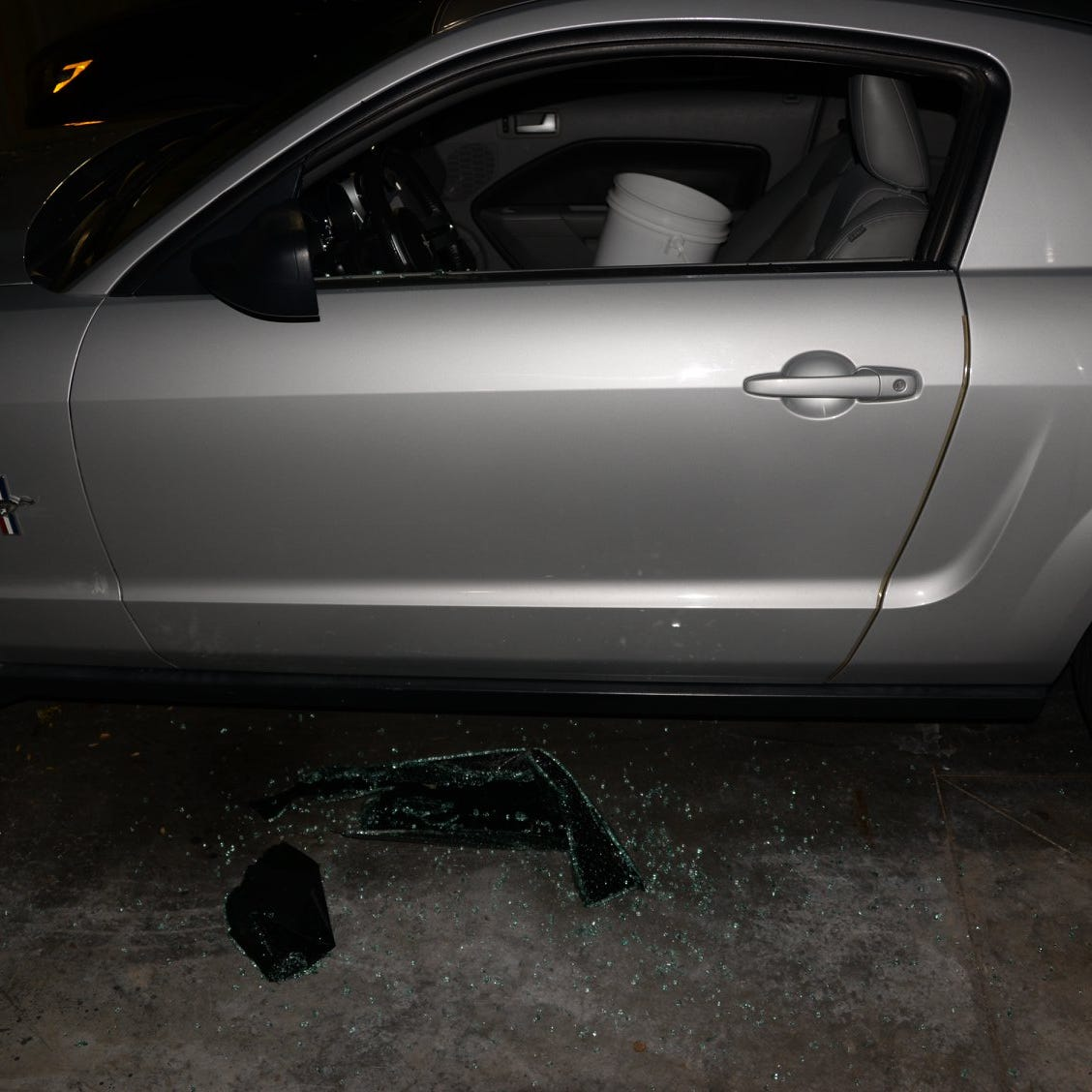 About 30 cars broken into at locked Oak Creek apartment garages