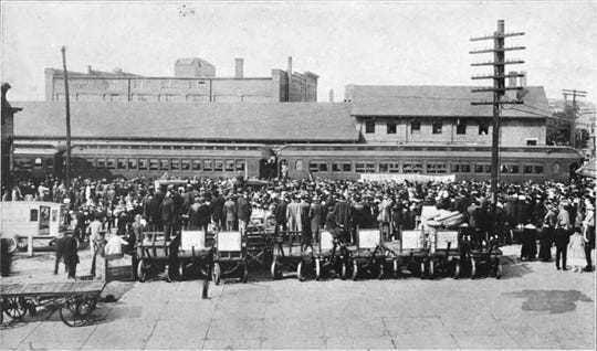Soliders leave Muncie for training during World War I.