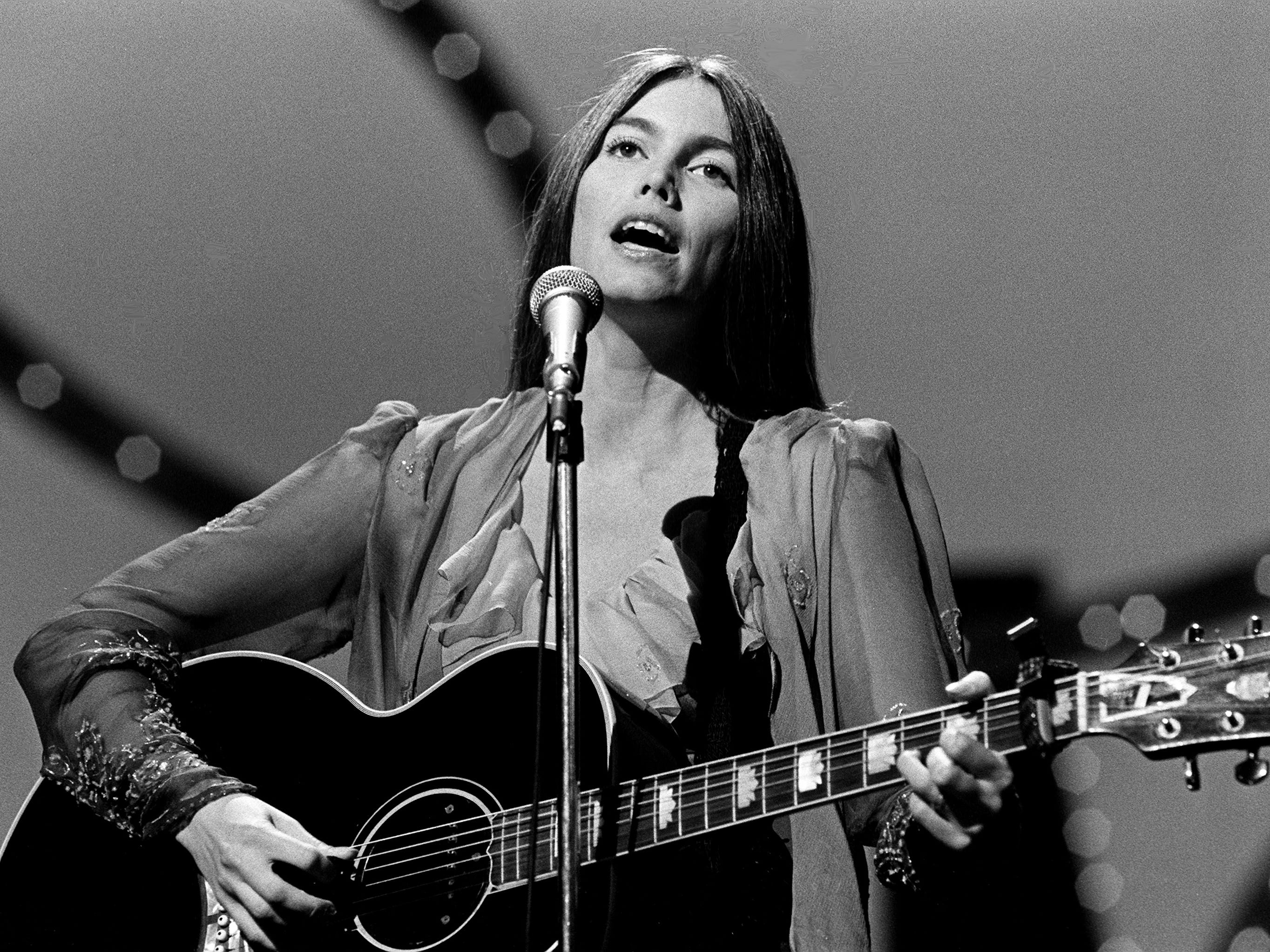 Emmylou Harris performs during the 12th annual CMA Awards show Oct. 9, 1978. Harris was a nominee for the Female Vocalist of the Year award.