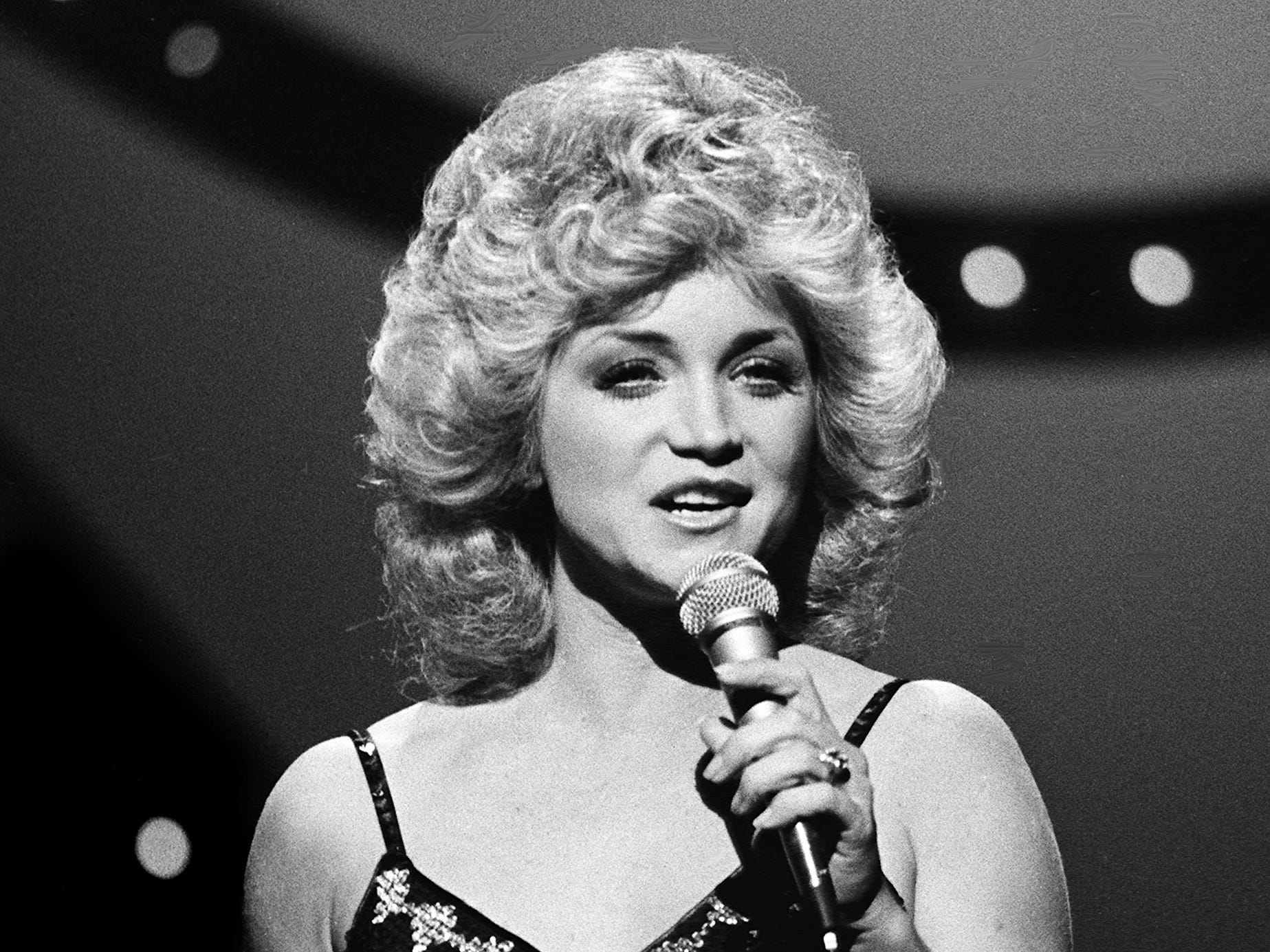 Barbara Mandrell performs during the 12th annual CMA Awards show Oct. 9, 1978. Mandrell was a nominee for the Female Vocalist of the Year award.