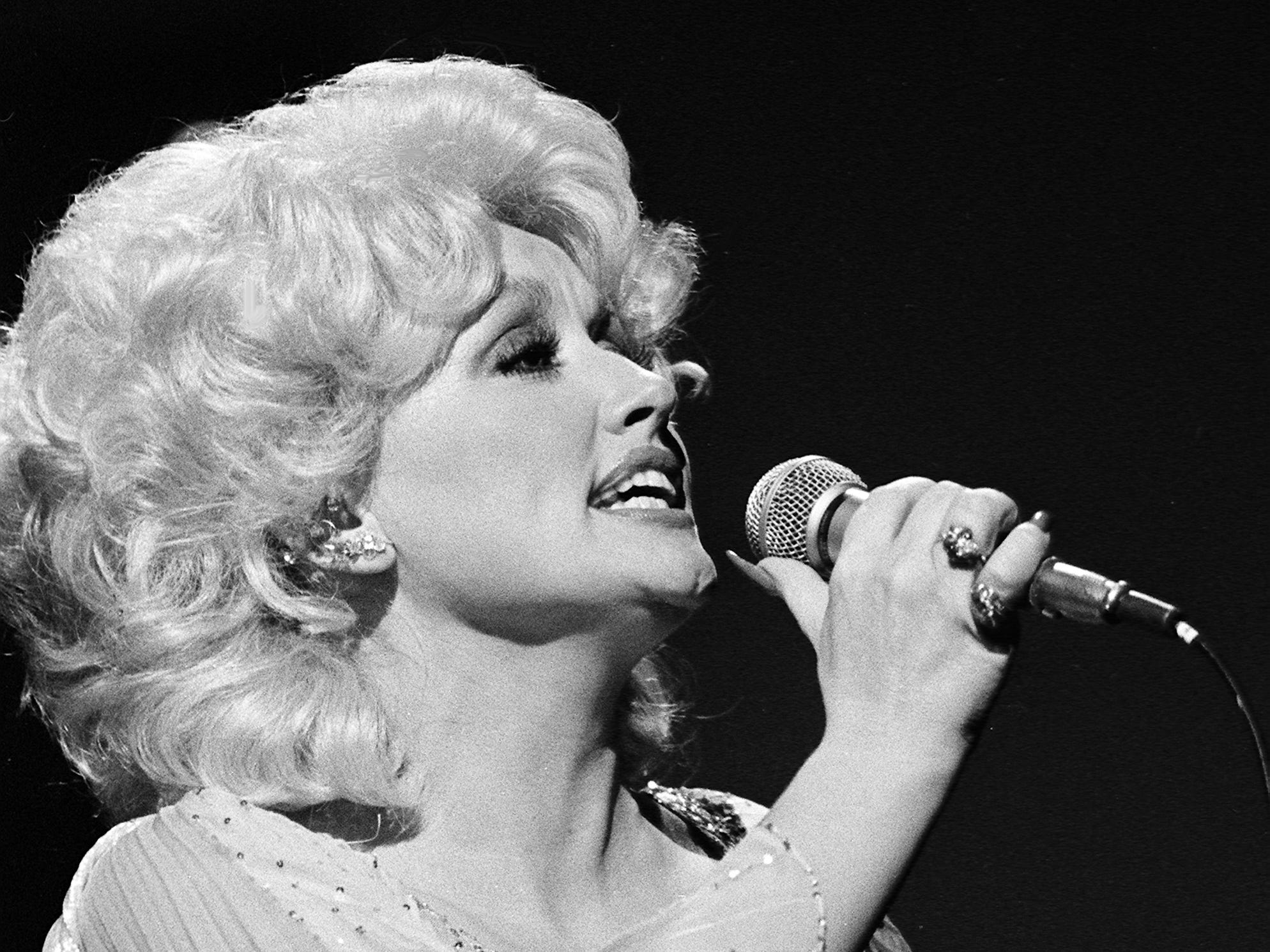 "Dolly Parton performs her current hit ""Heartbreaker"" during the 12th annual CMA Awards show Oct. 9, 1978."