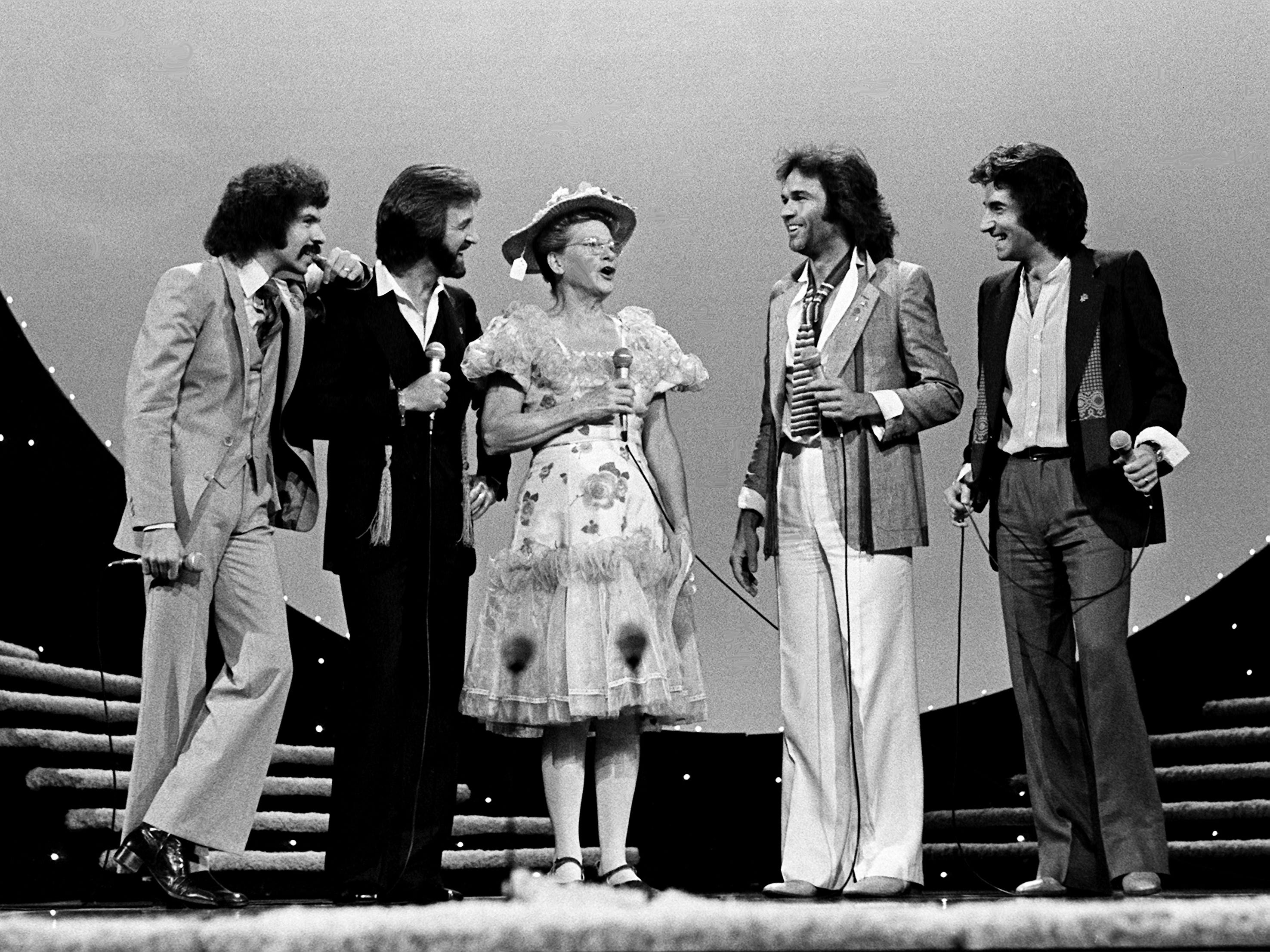 Minnie Pearl, center, joins the Oak Ridge Boys — Joe Bonsall, left, Duane Allen, William Lee Golden and Richard Sterban — as presenters during the 12th annual CMA Awards show at the Grand Ole Opry House on Oct. 9, 1978.