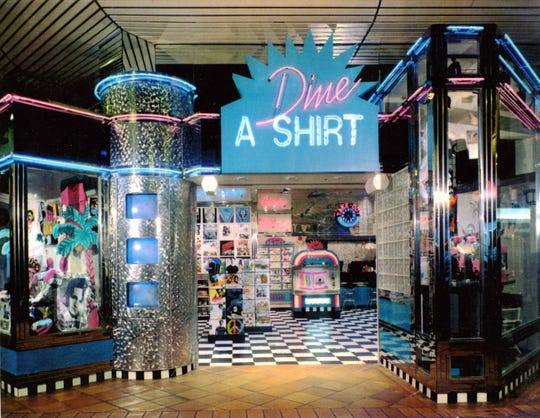 The Dine-A-Shirt store at Garden State Plaza was a fixture of the mall's center court from 1992 to 1999.