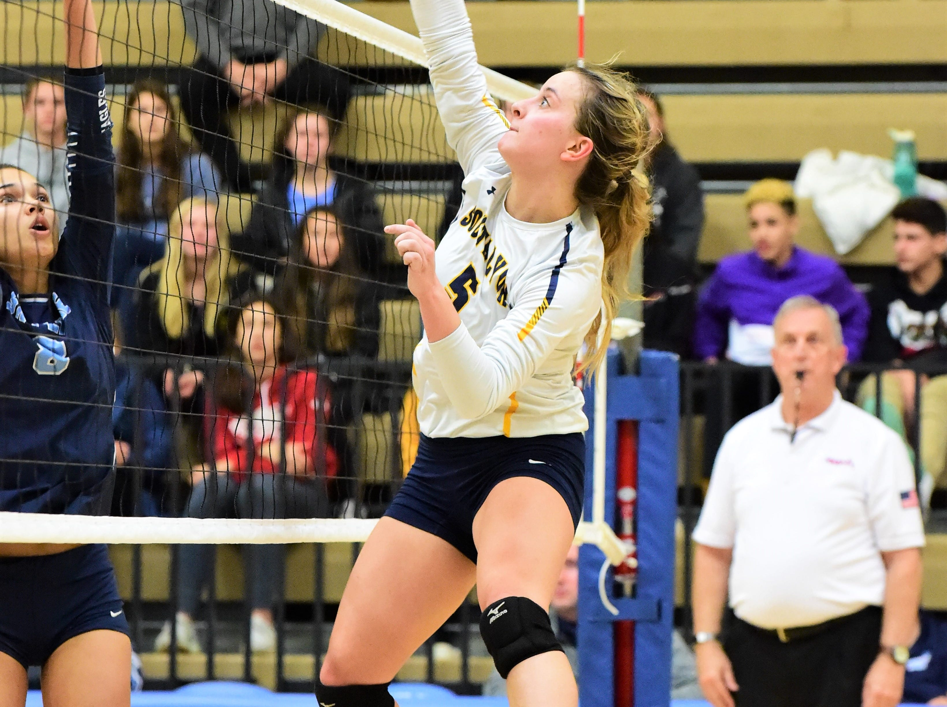 Scrappy South Lyon falls in five-set D1 regional semifinal to Skyline
