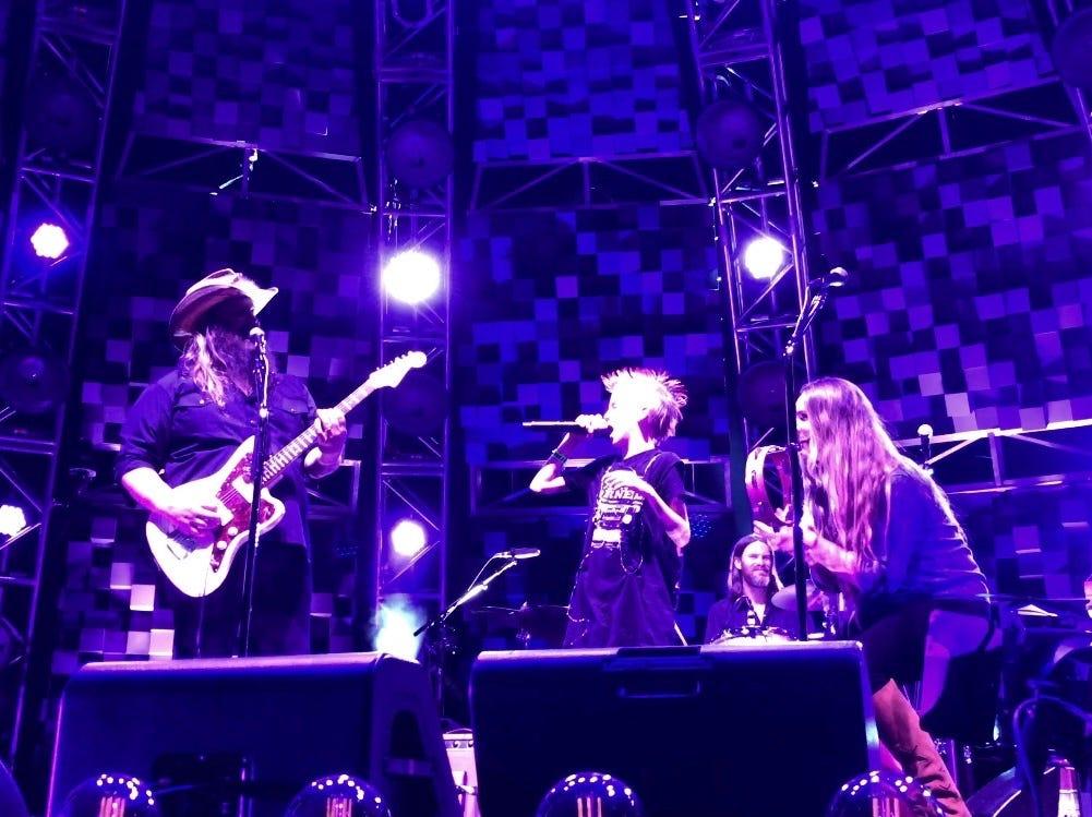 Vedder Gabriel onstage with Chris Stapleton