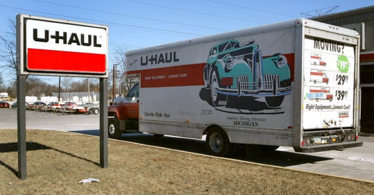 MORTON GROVE, IL - JANUARY 23: A U-Haul truck sits in front of a U-Haul store January 23, 2003 in Morton Grove, Illinois. Reno, Nevada-based U-Haul Co. is discussing debt restructuring. (Photo by Tim Boyle/Getty Images)