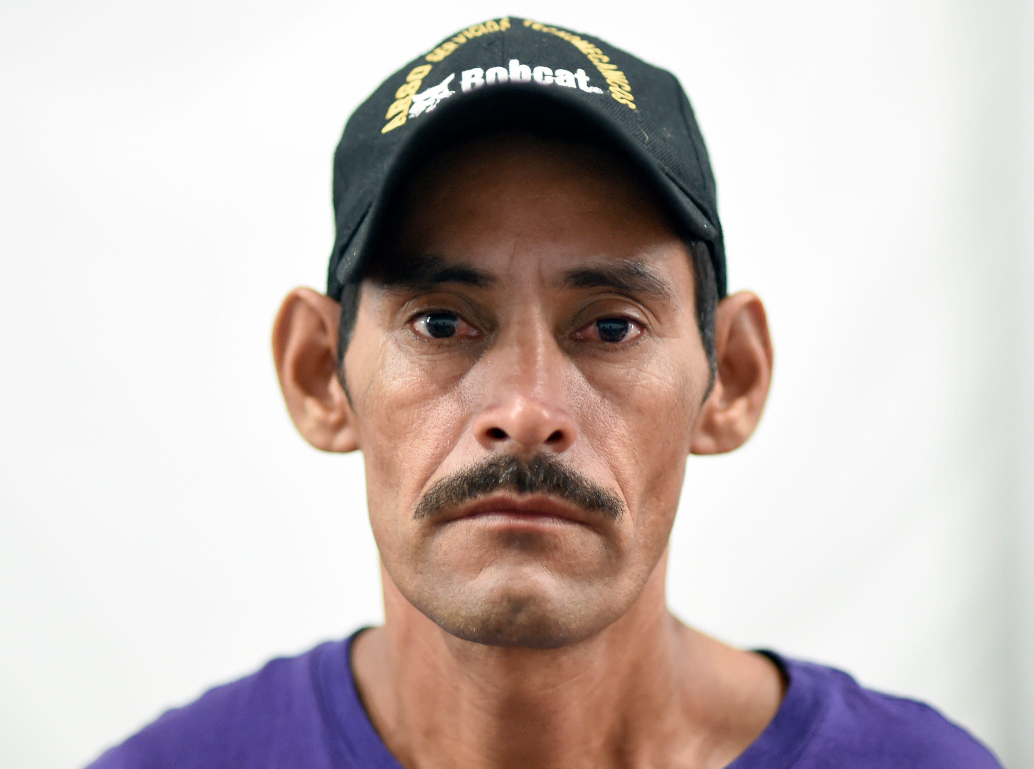José Romero, hondureño, 42 años. Estos son los rostros de los migrantes centroamericanos que huyen de la pobreza y violencia que se vive en sus países; y que por medio de una caravana caminan cientos de kilómetros cruzando ciudades, ríos, carreteras, bosques y fronteras, con el firme propósito de hacer realidad su sueño de llegar a los Estados Unidos.