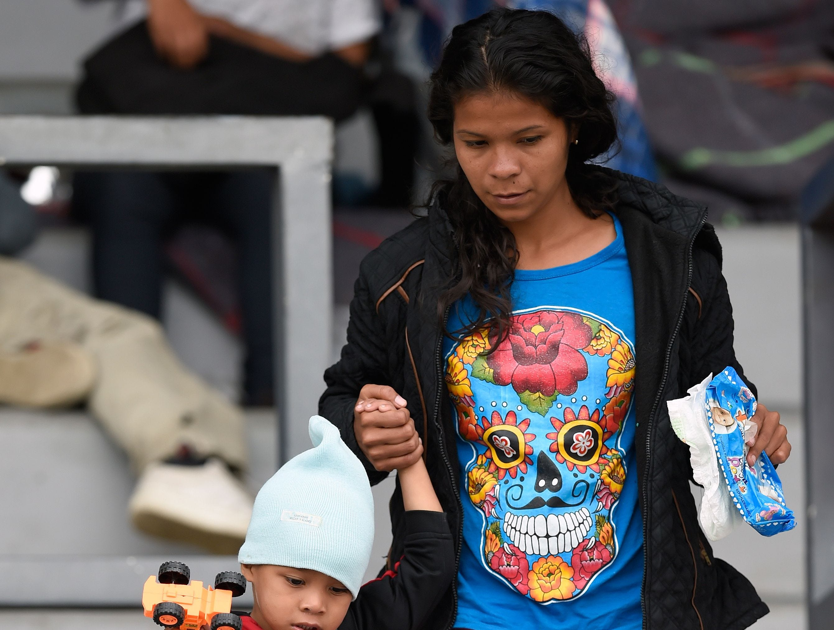 Estos son los rostros de los migrantes centroamericanos que huyen de la pobreza y violencia que se vive en sus países; y que por medio de una caravana caminan cientos de kilómetros cruzando ciudades, ríos, carreteras, bosques y fronteras, con el firme propósito de hacer realidad su sueño de llegar a los Estados Unidos.