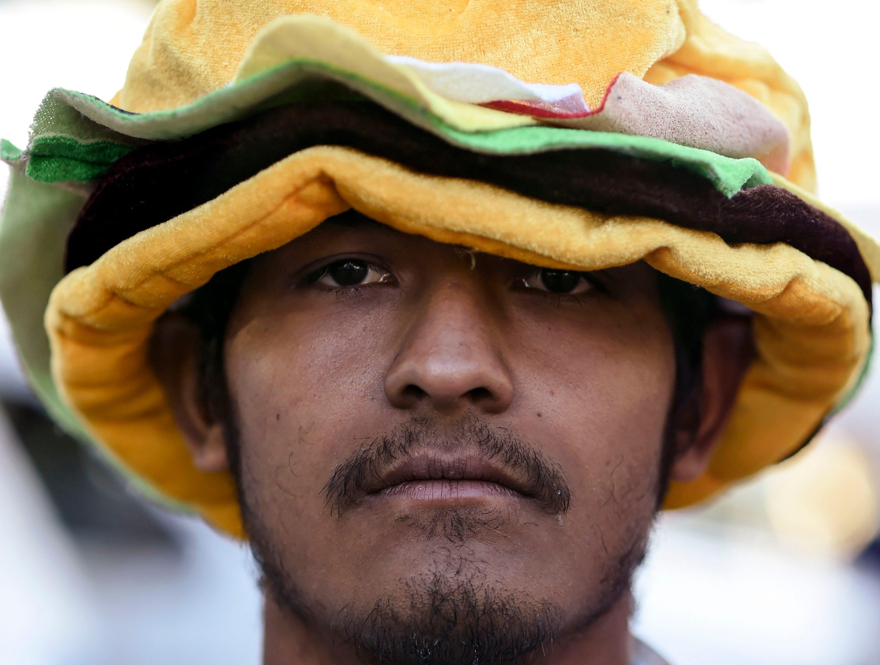 Isaac Rodríguez, 22. Estos son los rostros de los migrantes centroamericanos que huyen de la pobreza y violencia que se vive en sus países; y que por medio de una caravana caminan cientos de kilómetros cruzando ciudades, ríos, carreteras, bosques y fronteras, con el firme propósito de hacer realidad su sueño de llegar a los Estados Unidos.