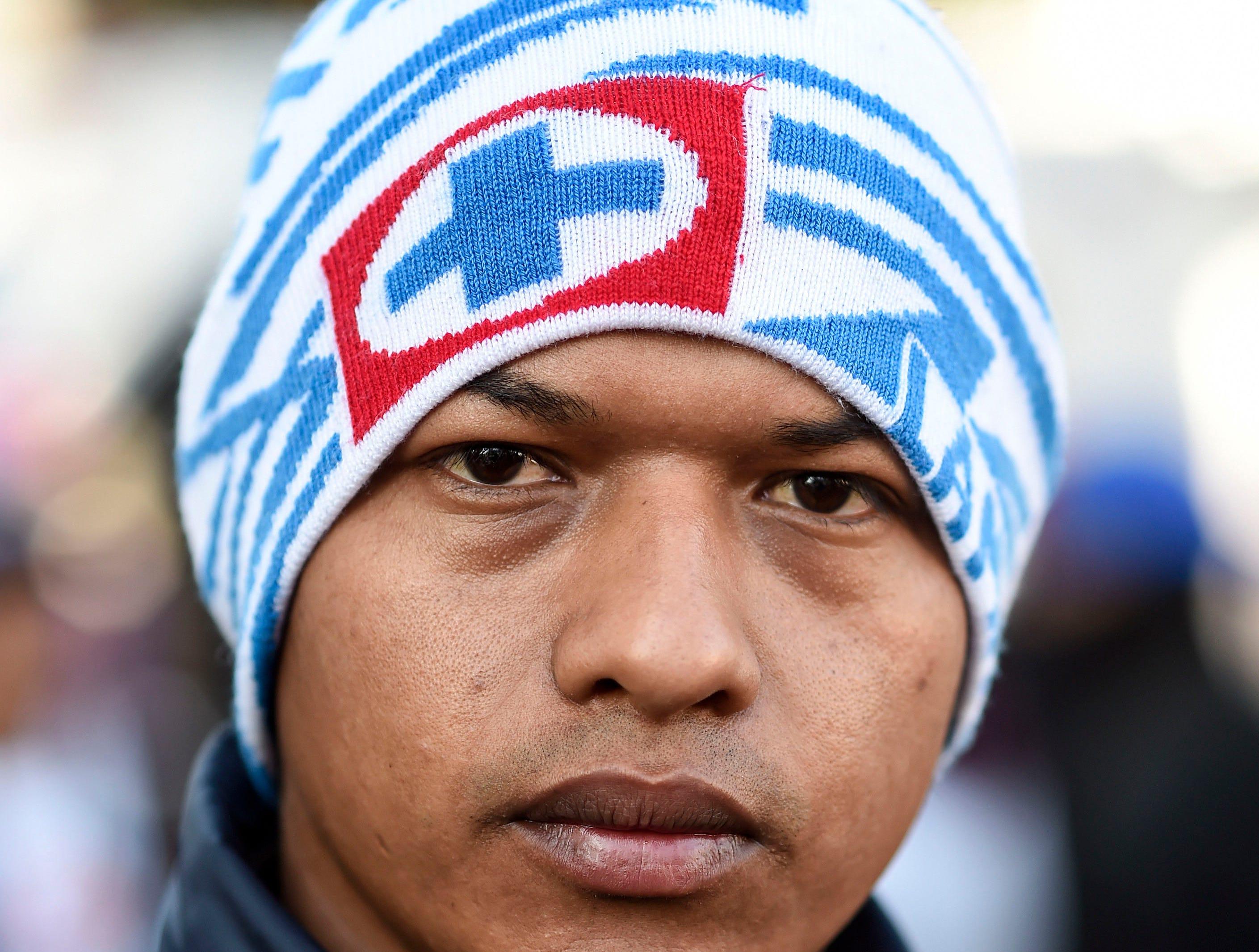Edwin Castro, hondureño, 28 años. Estos son los rostros de los migrantes centroamericanos que huyen de la pobreza y violencia que se vive en sus países; y que por medio de una caravana caminan cientos de kilómetros cruzando ciudades, ríos, carreteras, bosques y fronteras, con el firme propósito de hacer realidad su sueño de llegar a los Estados Unidos.
