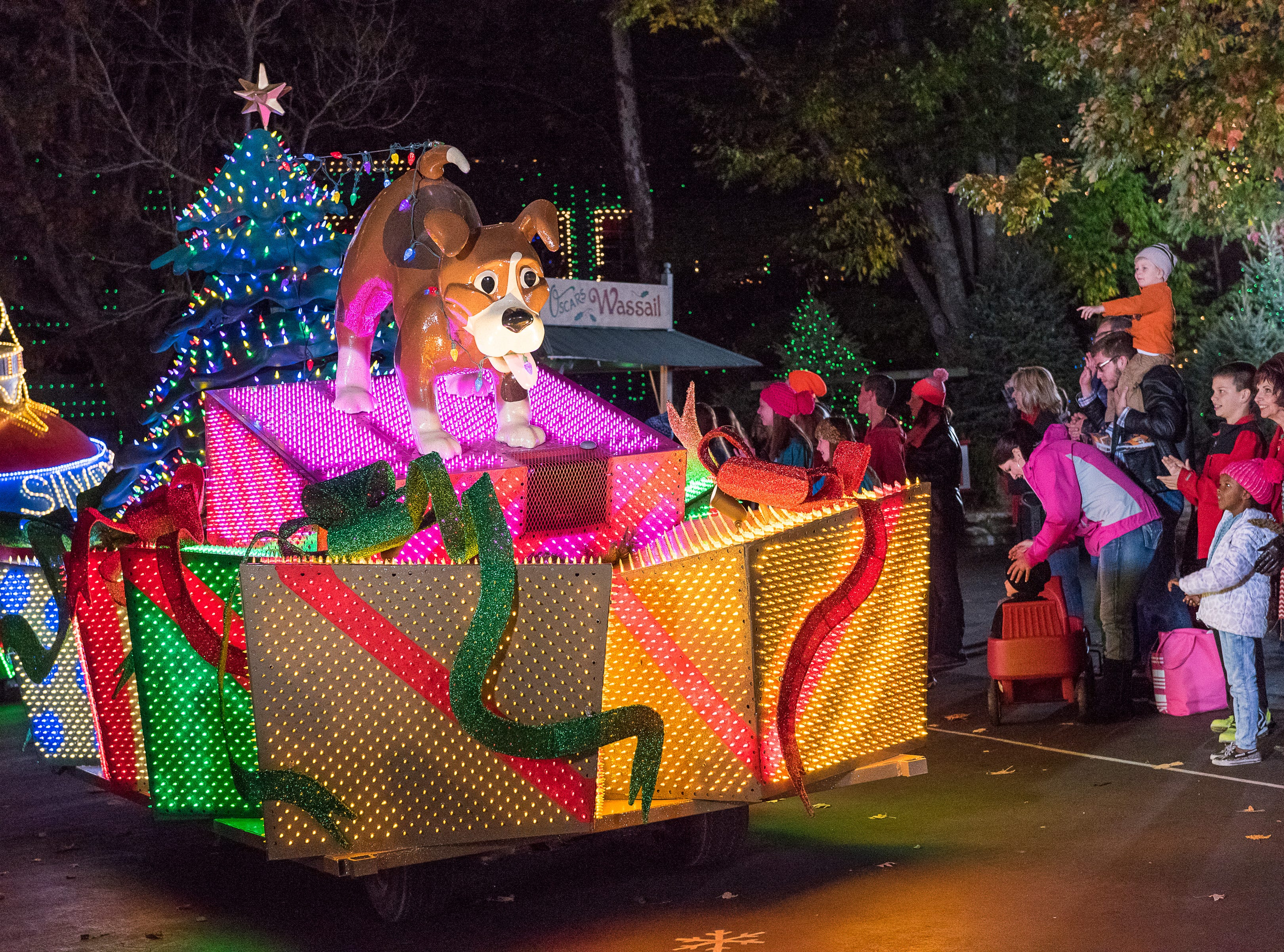 The light parade takes place twice each night at Silver Dollar City. Usually the crowds are smaller at the later version.