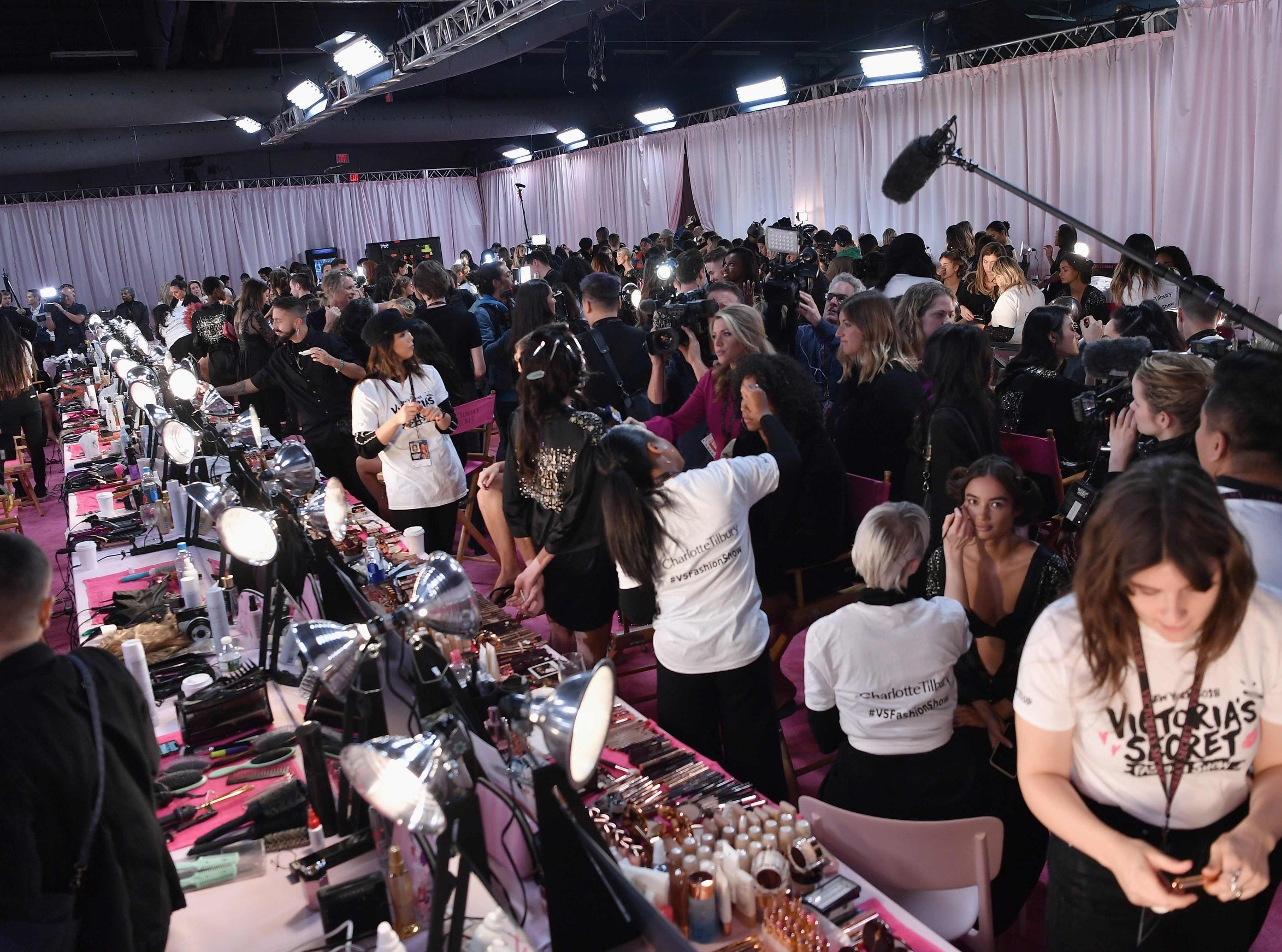 Here's an overview of the 2018 Victoria's Secret Fashion Show hair and make-up hustle and bustle backstage. Every year, the Victoria's Secret show brings its famous models together for what is consistently a glittery catwalk extravaganza. It's the most-watched fashion event of the year (800 million tune in annually) with around $12 million USD spent on putting the spectacle together according to Harper's Bazaar.