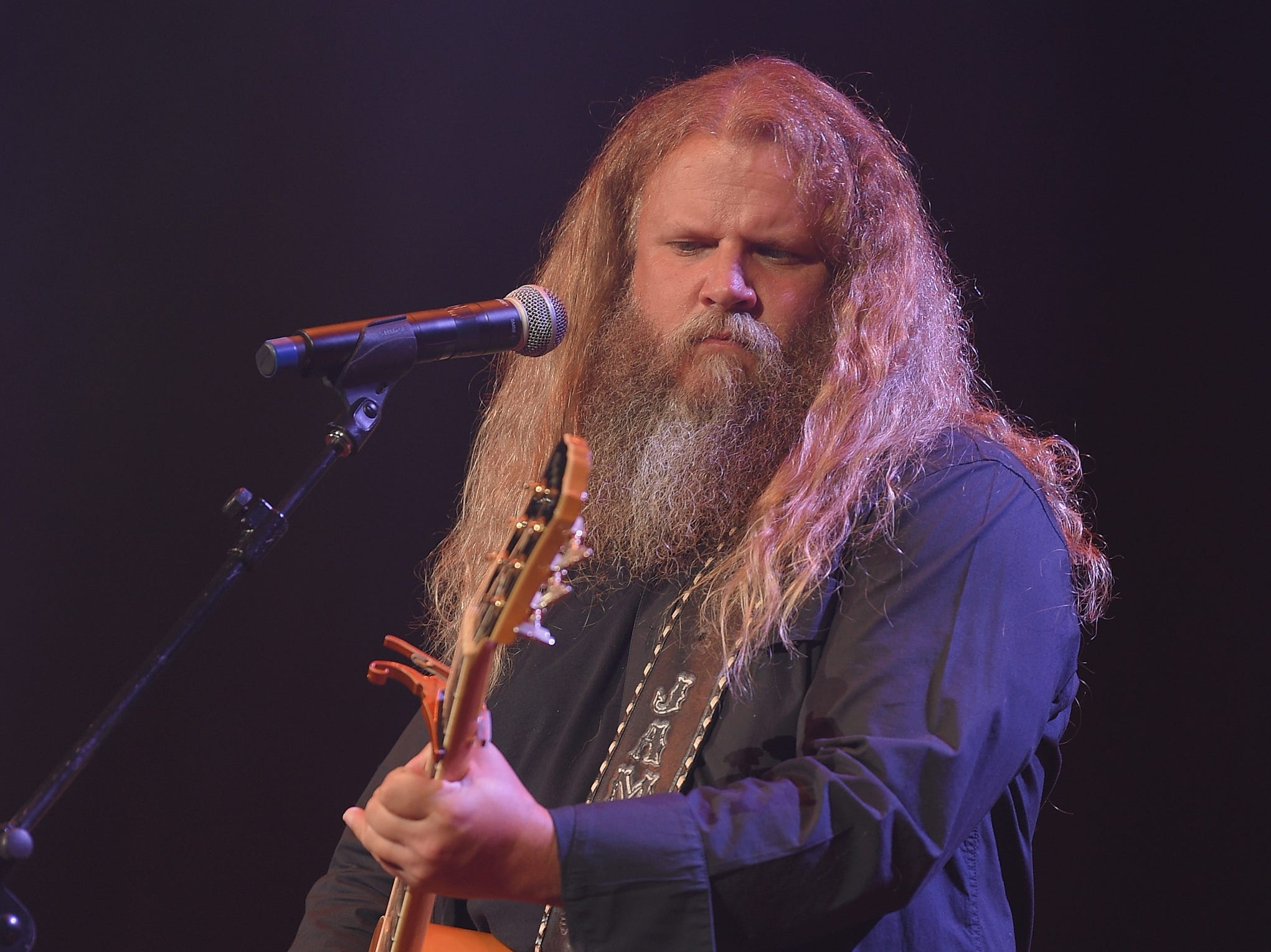 NASHVILLE, TN - SEPTEMBER 19:  Jamey Johnson performs onstage at the Nashville Songwriters Awards 2018 at Ryman Auditorium on September 19, 2018 in Nashville, Tennessee.  (Photo by Jason Kempin/Getty Images) ORG XMIT: 775213235 ORIG FILE ID: 1036211594
