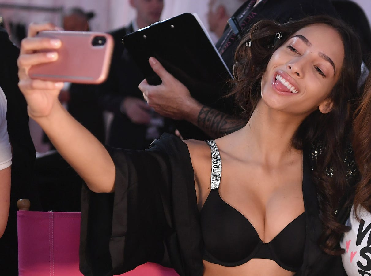 Dutch model Yasmin Wijnaldum gets her selfie on backstage.