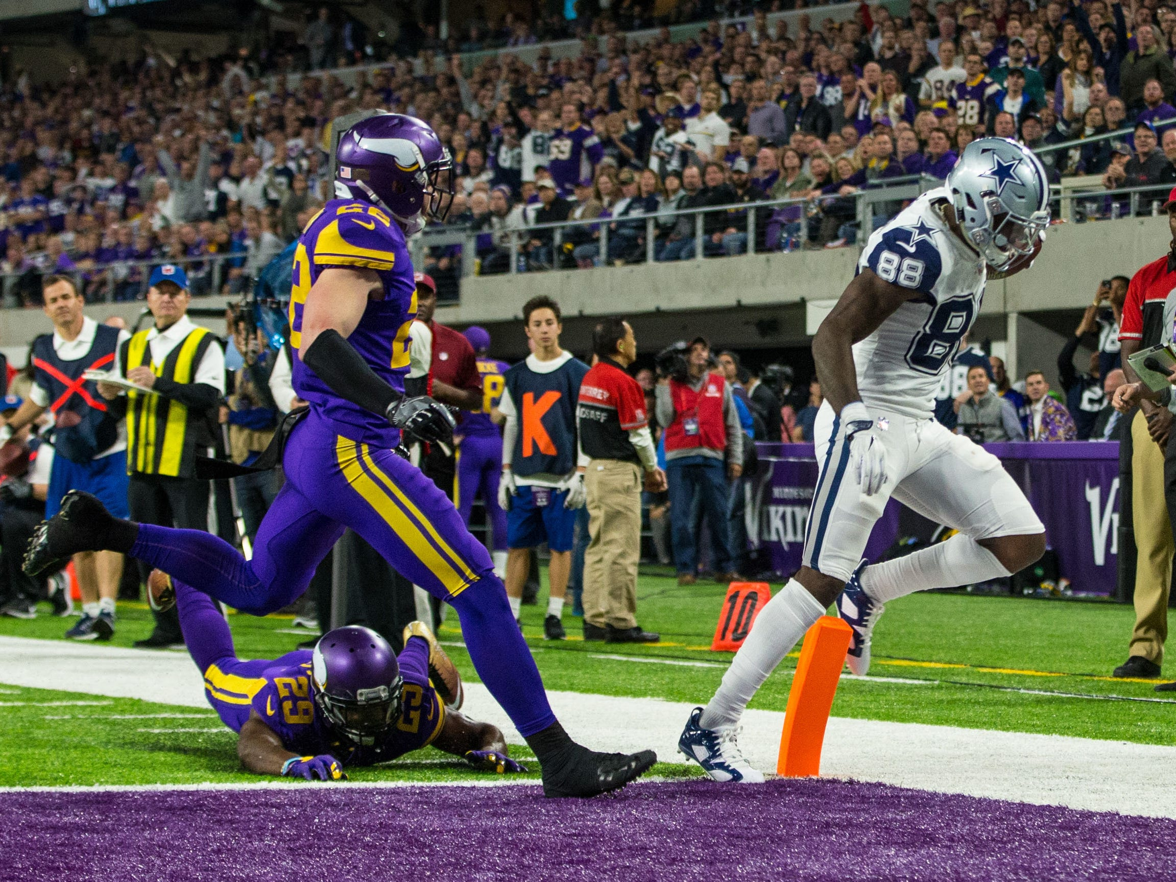 Dez Bryant scores a touchdown against the Minnesota Vikings at U.S. Bank Stadium in 2016.