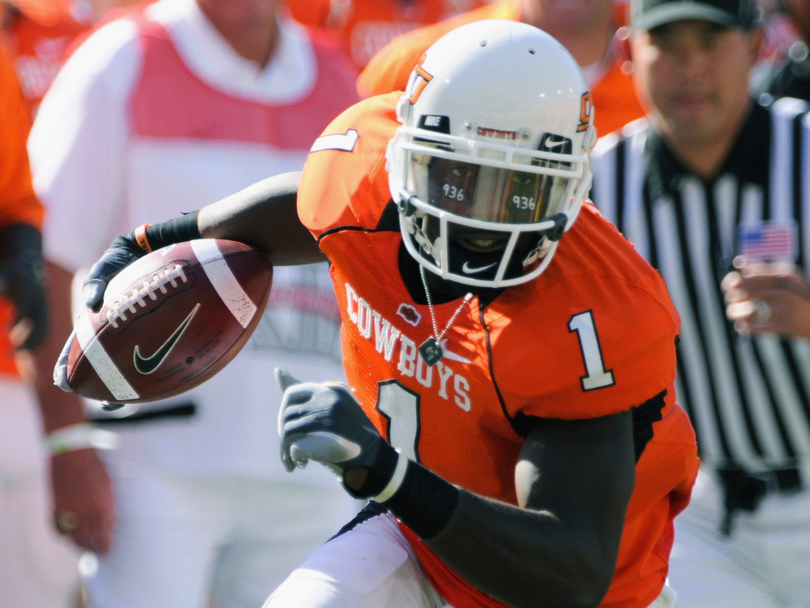 Dez Bryant (1), runs the football during a game against Iowa in Stillwater in 2008.