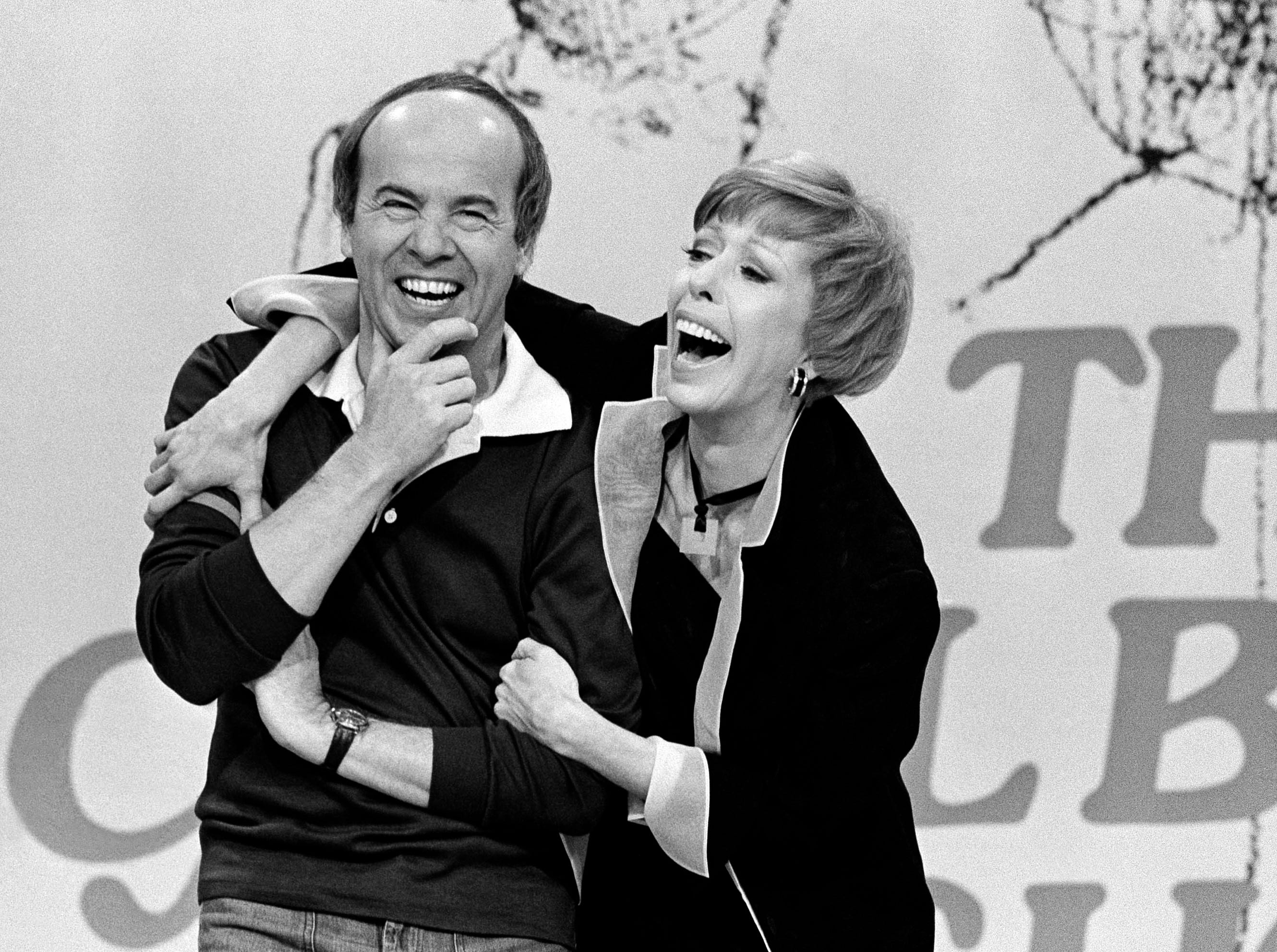 FILE - In this March 19, 1978 black-and-white file photo, Carol Burnett shares a laugh with Tim Conway during taping of her final show , in Los Angeles. Burnett, who honed her humor on Broadway and landed her own comedy show on television in 1967, will win the nationís top humor prize. The Kennedy Center for the Performing Arts announced Tuesday that Burnett will receive the Mark Twain Prize for American Humor on Oct. 20 in Washington. A gala performance featuring top names in comedy will be taped and broadcast nationally Oct. 30 on PBS.  (AP Photo/ George Brich, File) ORG XMIT: WX202