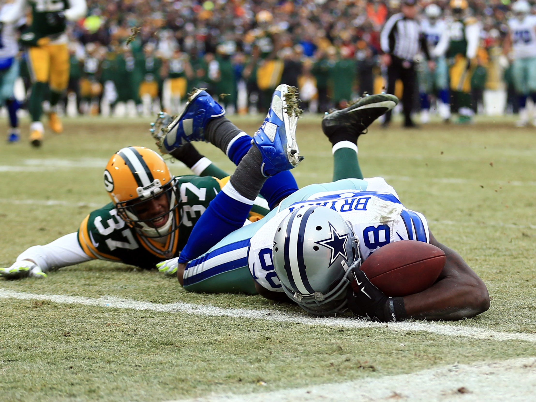 Dez Bryant (88) is unable to catch a pass against the Green Bay Packers in a 2014 NFC divisional playoff game at Lambeau Field.