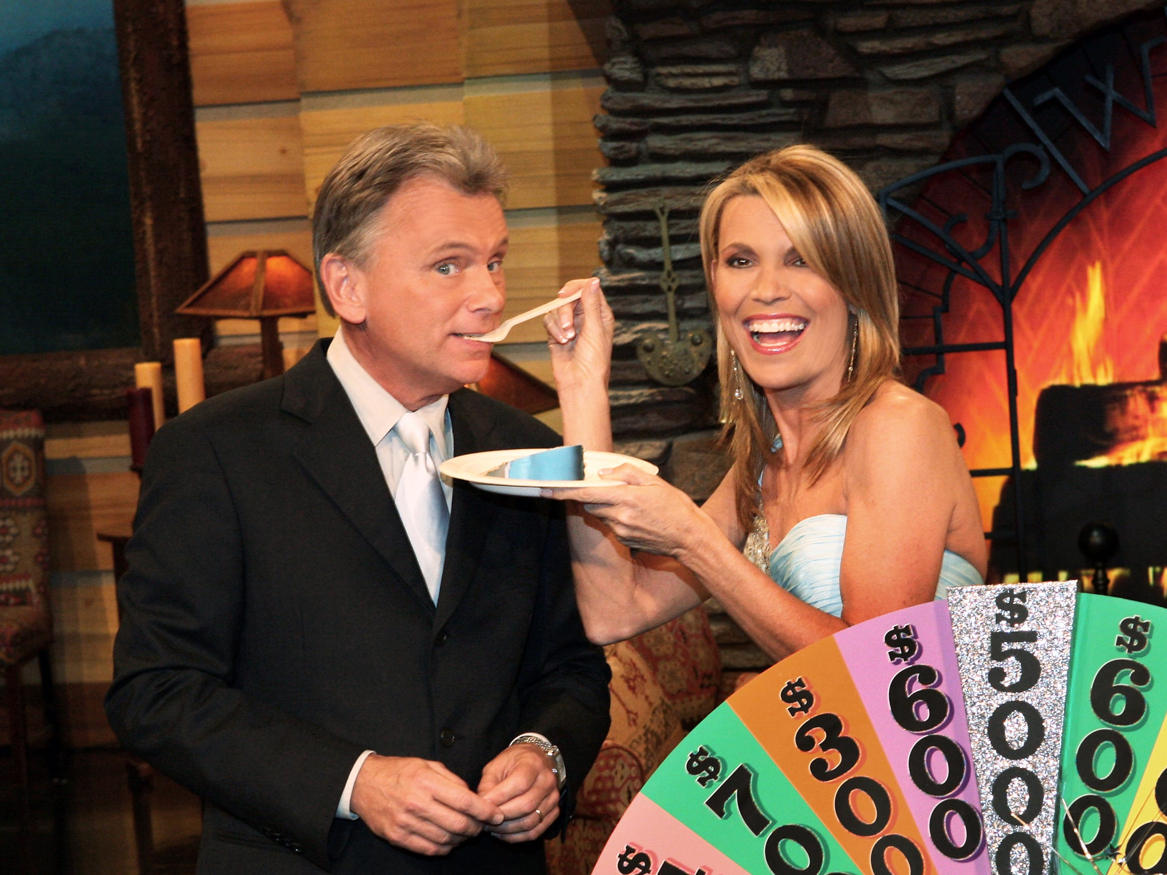 WHEEL OF FORTUNE SPINS 5,000TH SHOW - Wheel of Fortune hosts Pat Sajak and Vanna White are still the icing on cake.  Now in its 26th season, America's #1 syndicated television show will air its 5,000th episode on February 27, 2009. --- DATE TAKEN: rec'd 02/09  By Carol Kaelson   CBS         HO      - handout   ORG XMIT: ZX71262