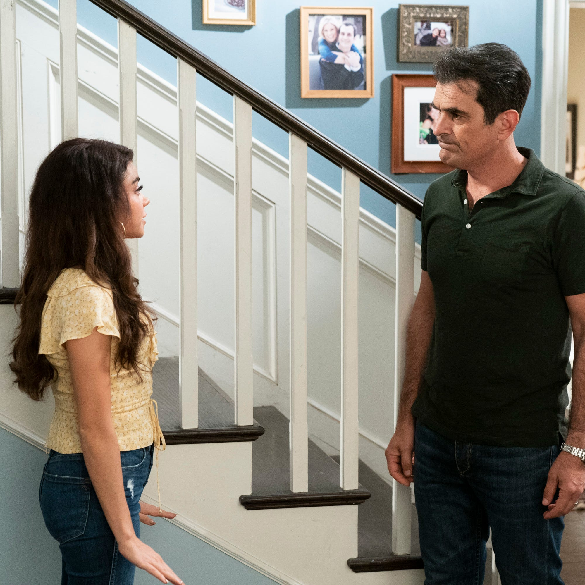 """Sarah Hyland films a scene with her """"Modern Family"""" dad, Ty Burrell."""