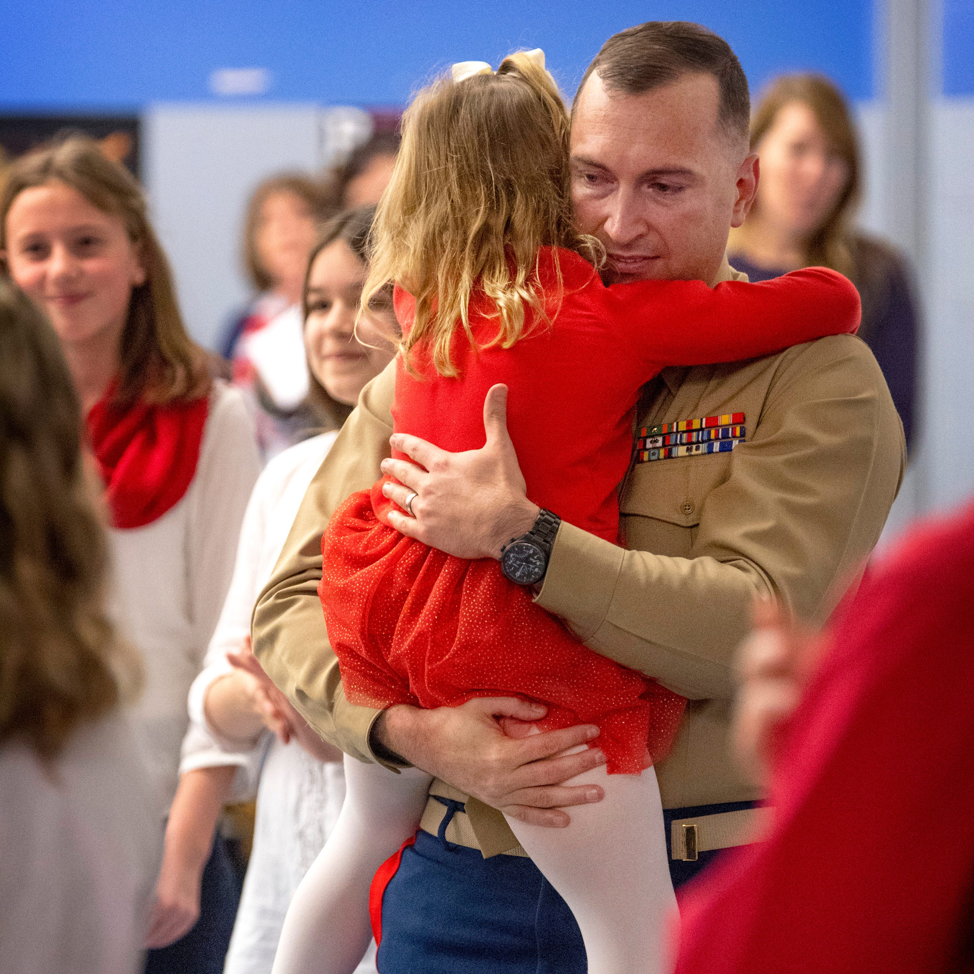 Evansville kindergartner surprised by Marine dad at Scott School's Veterans Day assembly