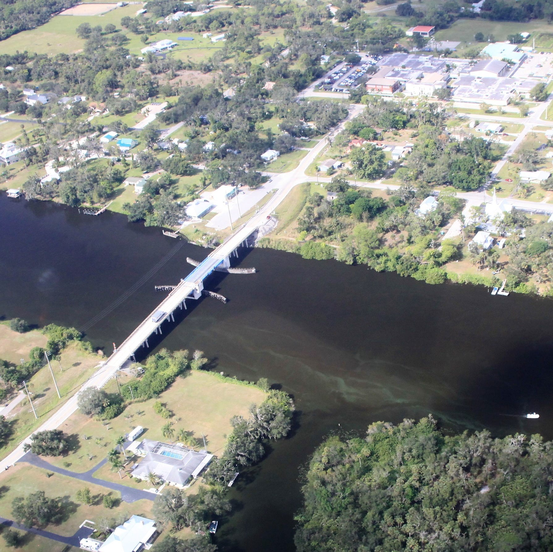 Algae once again streaks Caloosahatchee's upper reaches, new aerial photos show
