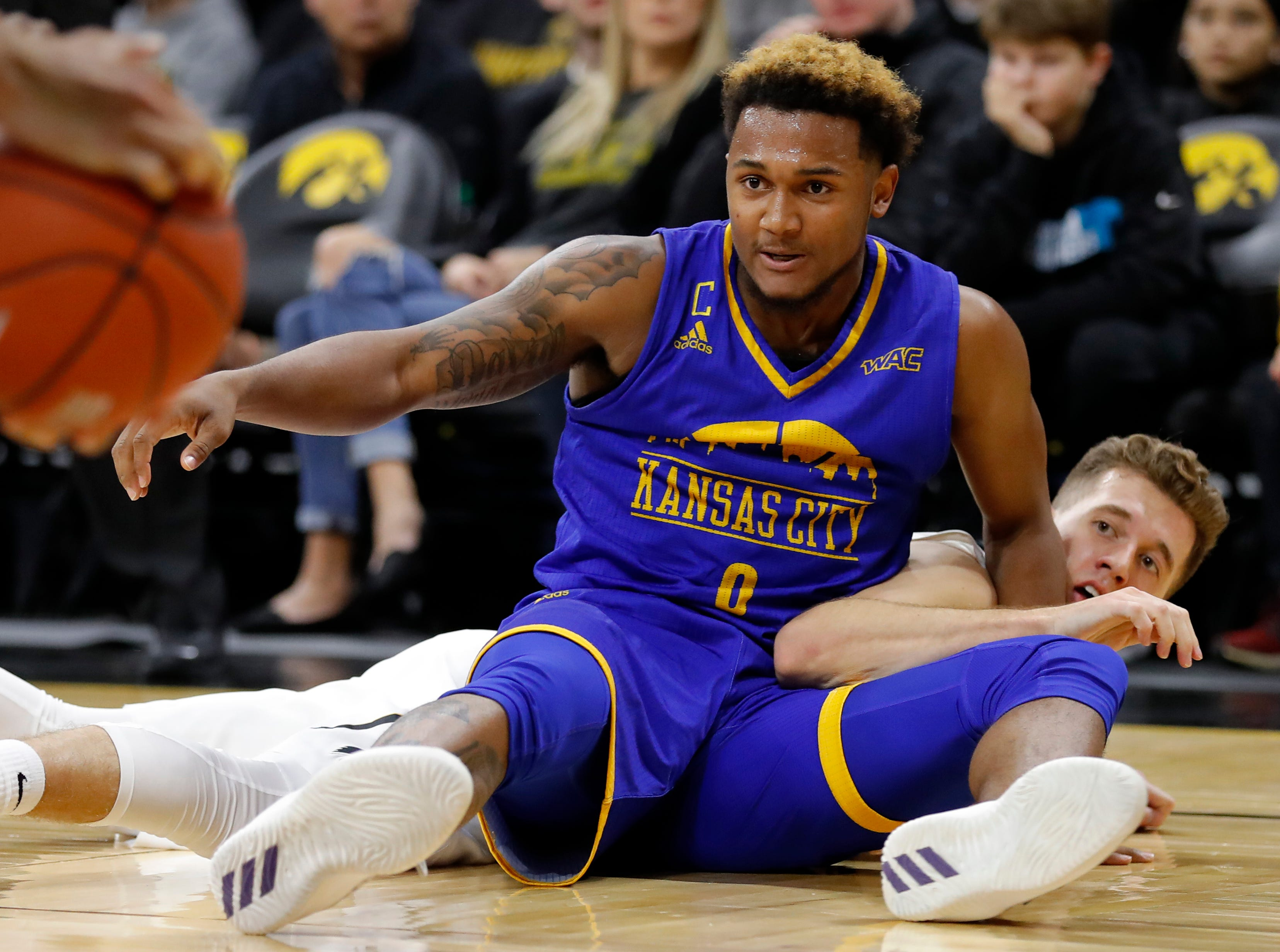 UKMC guard Brandon McKissic fights for a loose ball with Iowa guard Jordan Bohannon, right, during the first half of an NCAA college basketball game, Thursday, Nov. 8, 2018, in Iowa City, Iowa.(AP Photo/Charlie Neibergall)