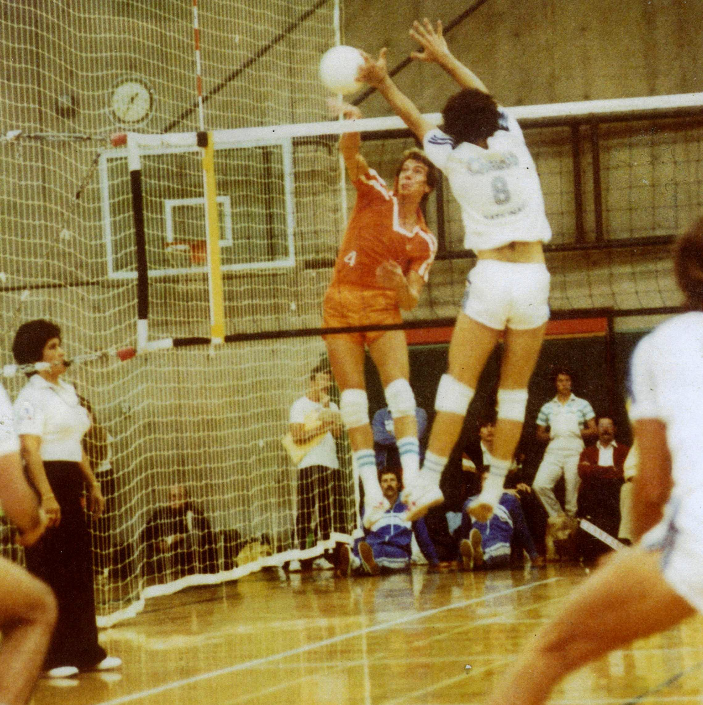 UT volleyball 50th reunion honors Bud Fields, beloved coach