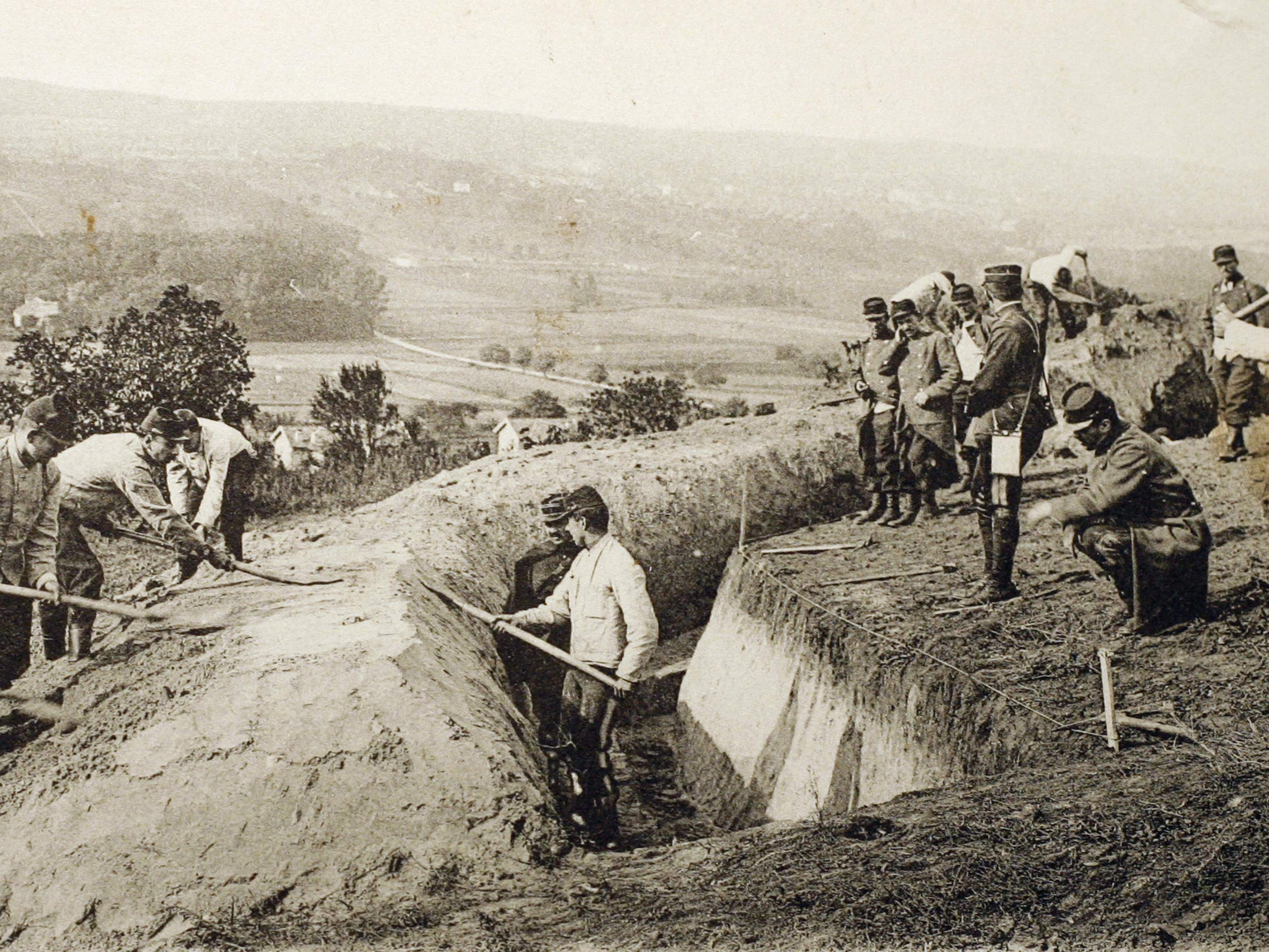 This postcard shows French soldiers digging a trench during the First Battle of the Marne during the World War I.