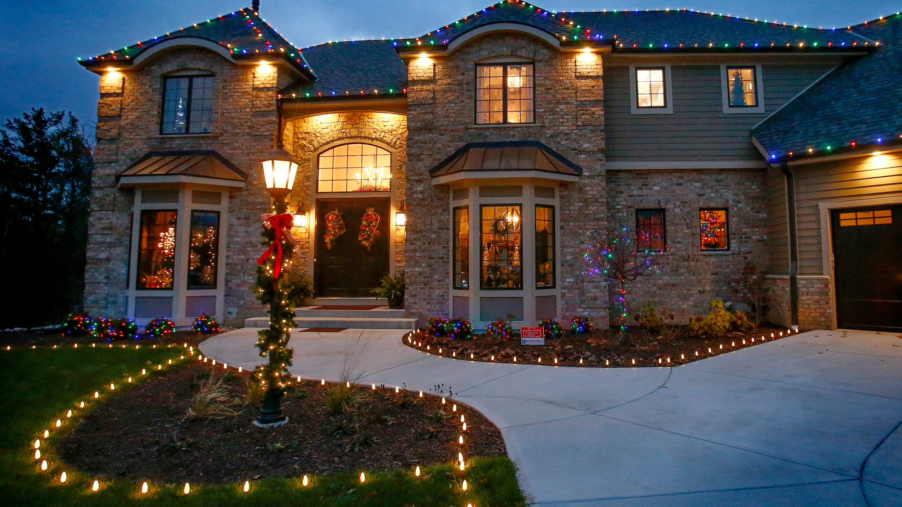 One Story House Christmas Lights.Christmas Fantasy House In Delafield To Benefit Ronald