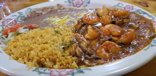 The Camarones a la Diabla ($15.75), with butterfly shrimp, garlic and mushrooms in a special sauce. The dish is served with rice, beans and corn or flour tortillas.