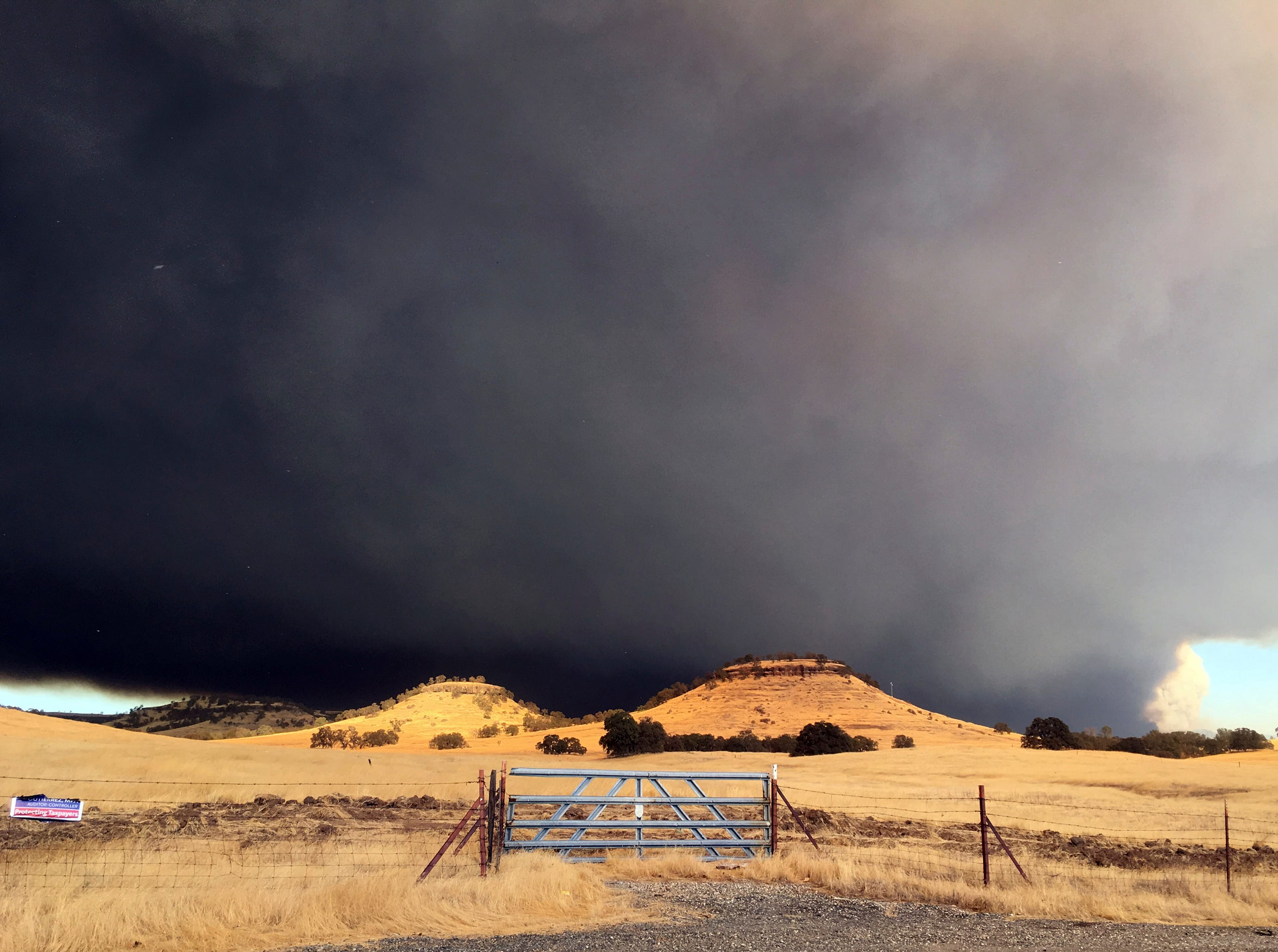 Smoke from the Camp Fire, burning in the Feather River Canyon near Paradise, Calif., darkens the sky Thursday, Nov. 8, 2018.