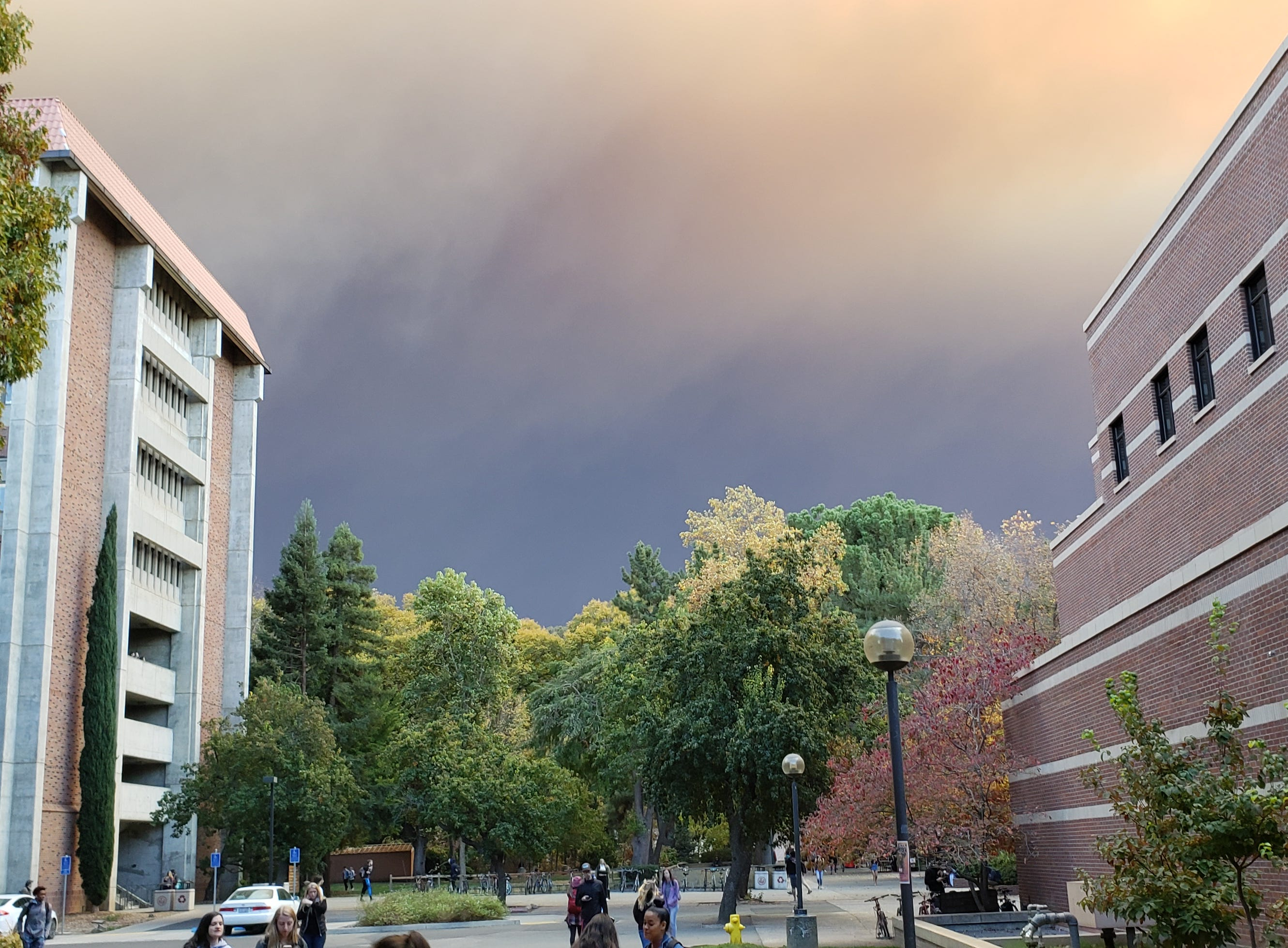 Smoke from the Camp Fire blankets Chico State University campus