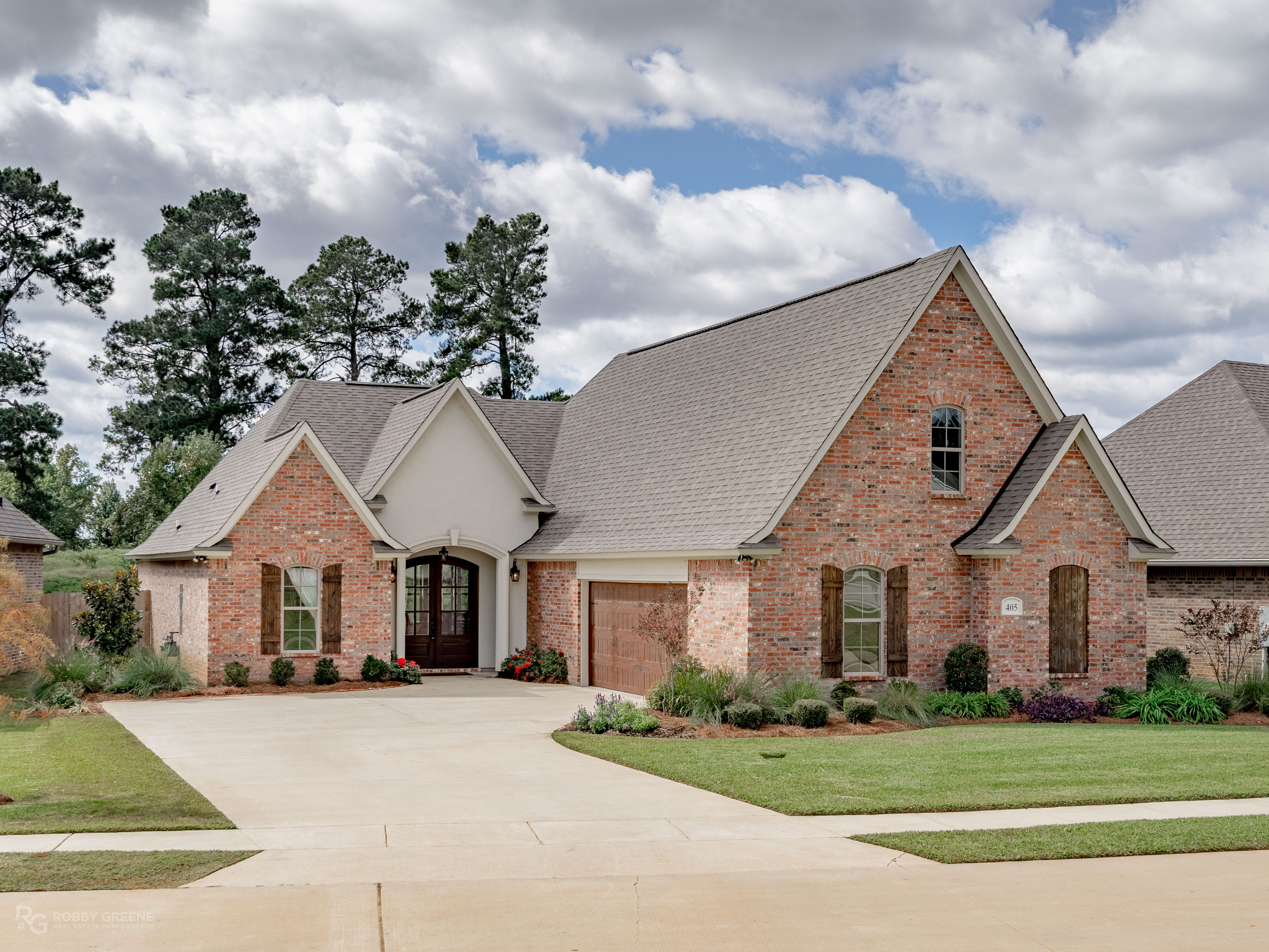 2913 Long Lake Drive, Shreveport  Price: $634,900  Details: 4 bedrooms, 4 bathrooms, 4,095 square feet  Featuring: Custom built and updated home with 95 feet of lake frontage on an acre lot.   Contact: Sue White,   426-8050