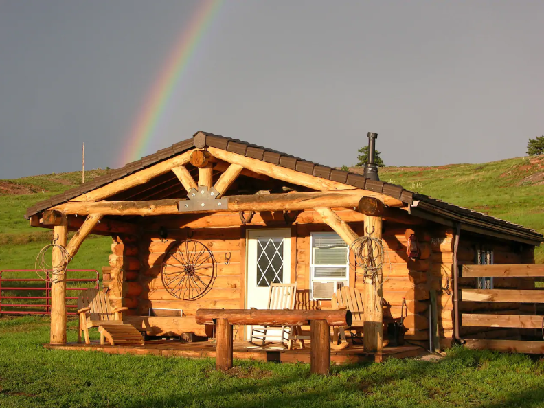 The Horse Lovers Black Hills Bunk House is located near Hot Springs and can accommodate horses and pigs brought with guests.