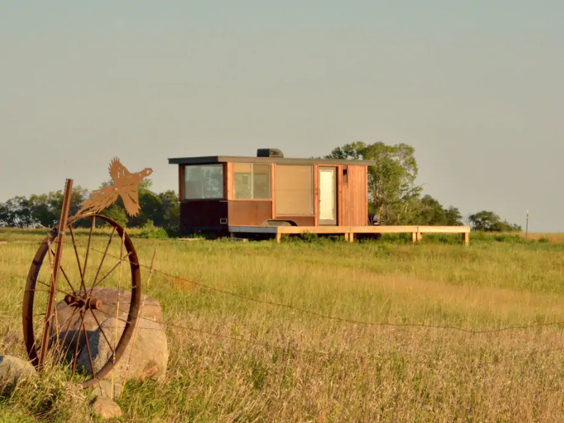Located on 640 acres of private land near Mansfield, guests staying at the Micro Cabin in Pheasant Country can also arrange guided hunting arrangements.