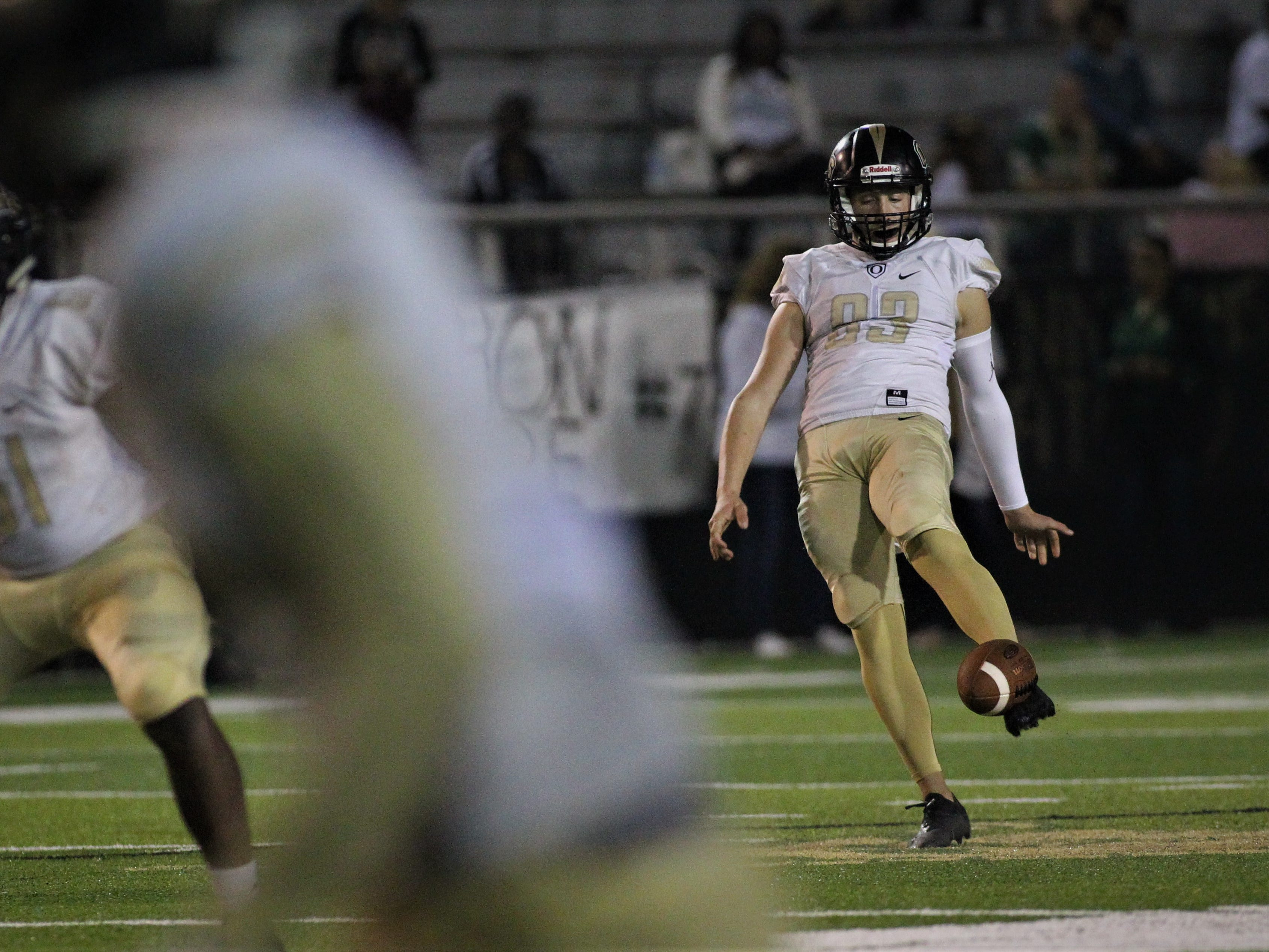 Lincoln beat Oakleaf 38-31 in three overtime periods during a Region 1-7A quarterfinal Thursday night at Gene Cox Stadium.