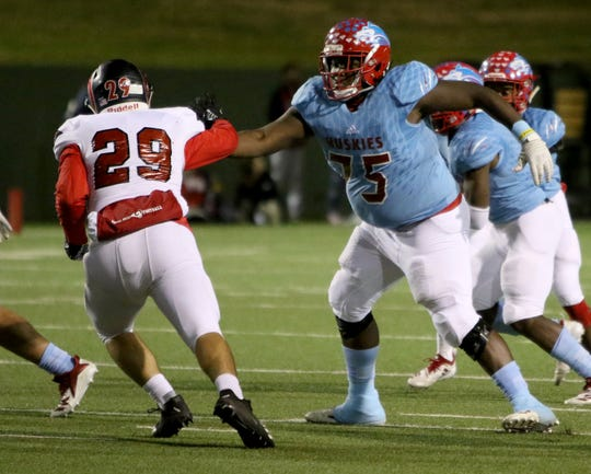 Hirschi's Johnny Taylor (75) reaches to block Mineral Wells's Brandon Hinojos Thursday, Nov. 8, 2018, at Memorial Stadium. The Huskies defeated the Rams 41-20.