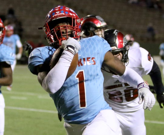 Hirschi's Daimarqua Foster runs for a touchdown against Mineral Wells Thursday, Nov. 8, 2018, at Memorial Stadium.